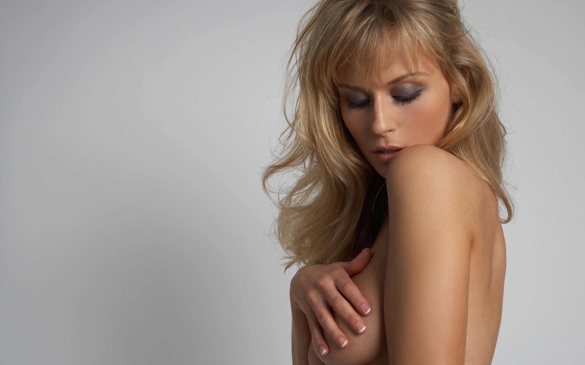 Фотографии с прикрытой грудью 1 фотография