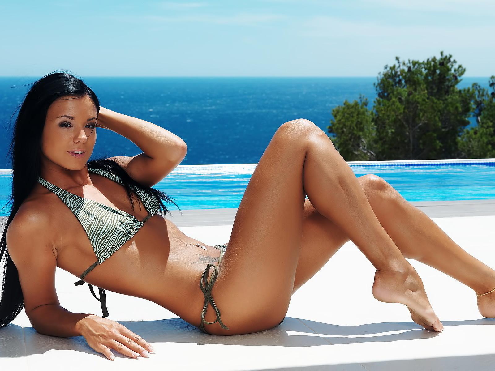bikini hottie wallpaper