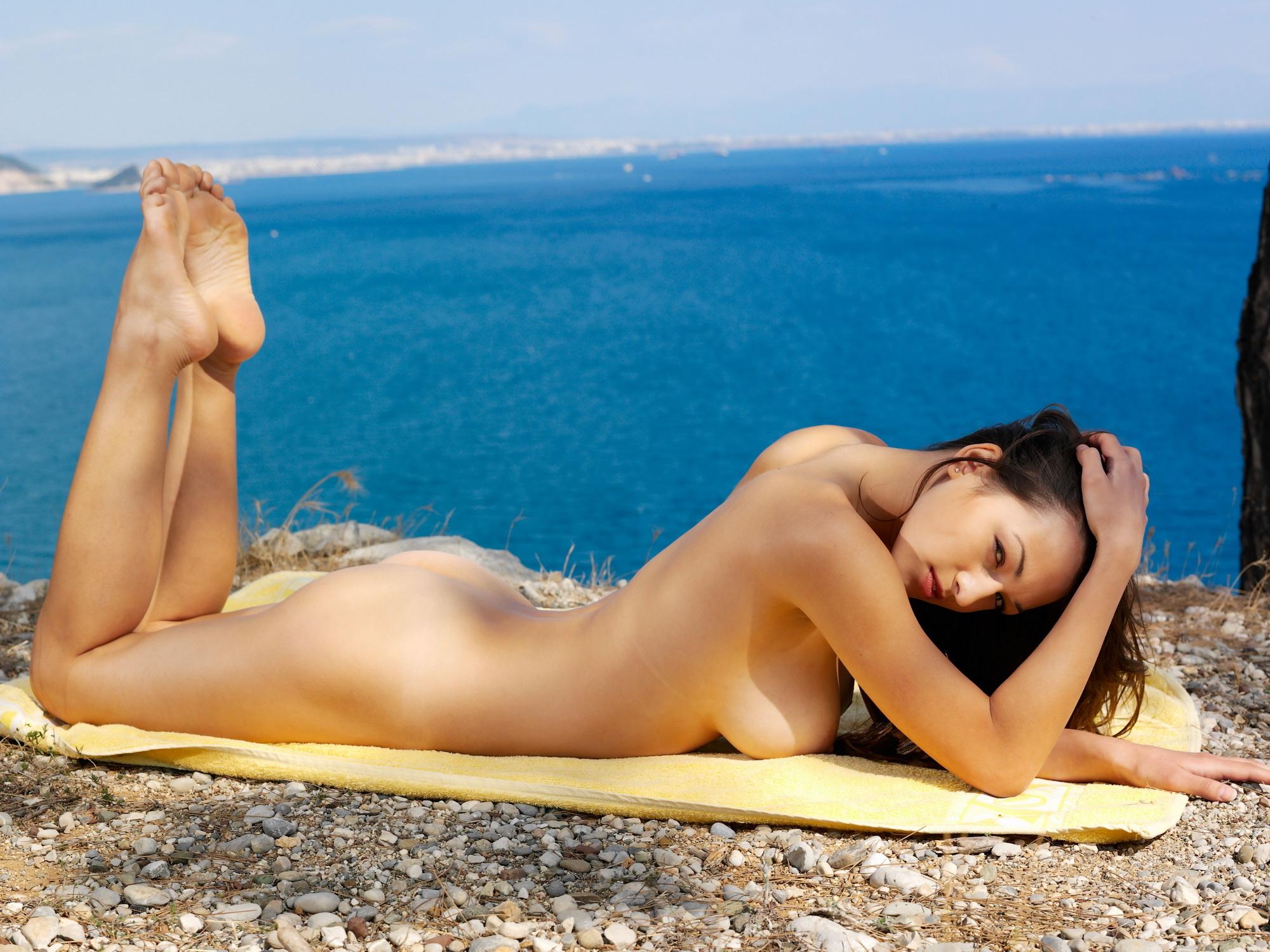 Naked at the sea