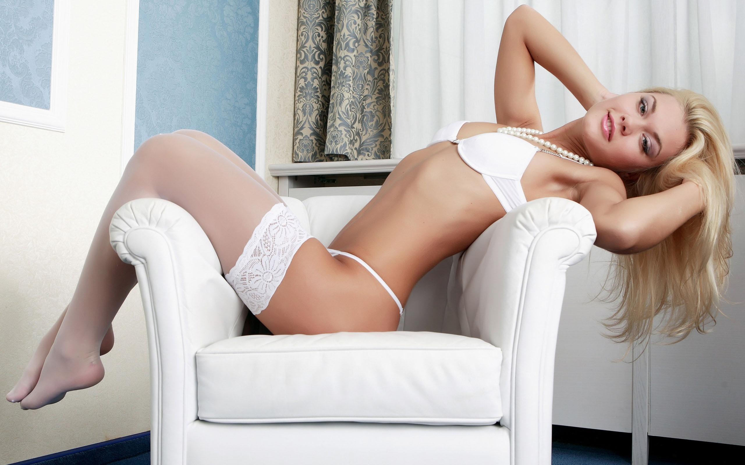 Dark haired solo girl Nadia Capri shedding pink teddy on lounge chair in yard  588793