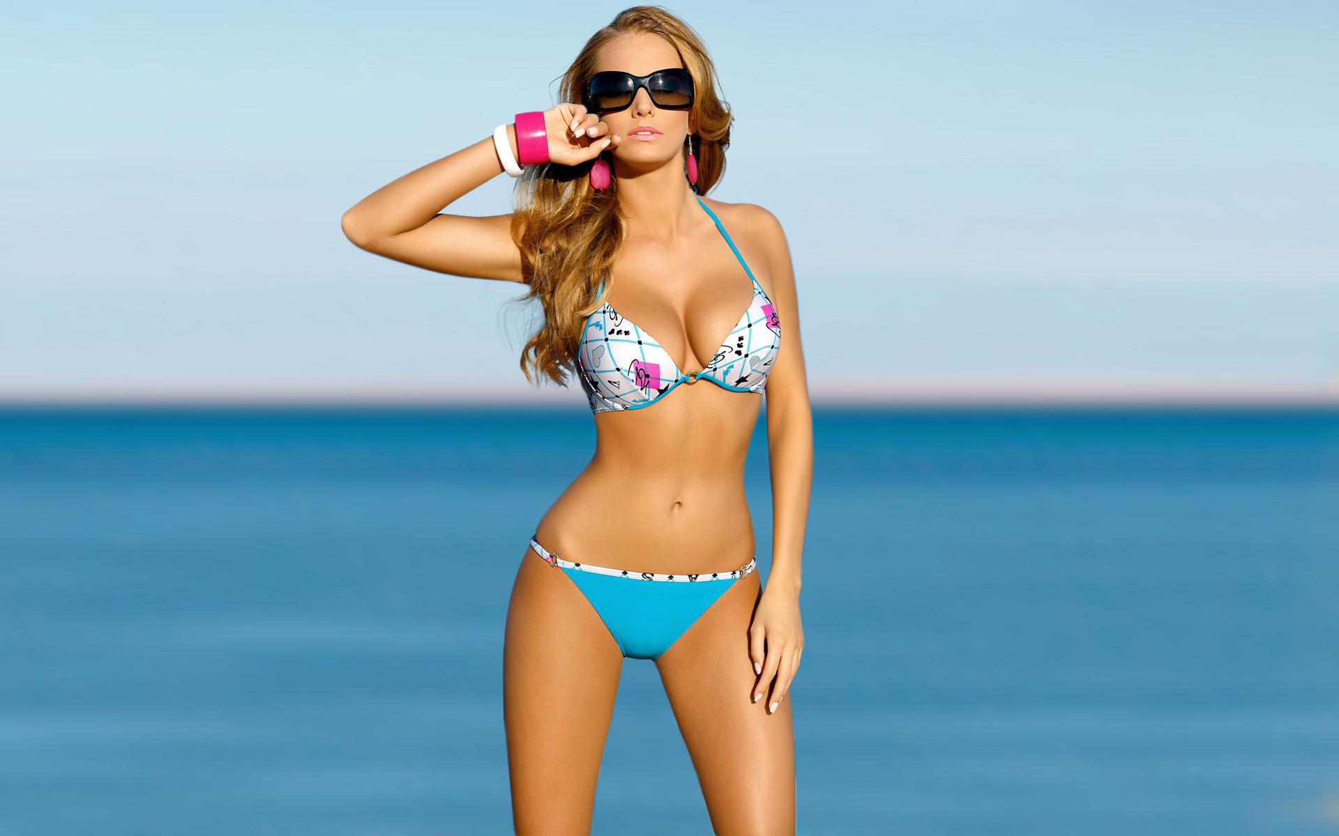 Девушка пляж купальник очки загрузить