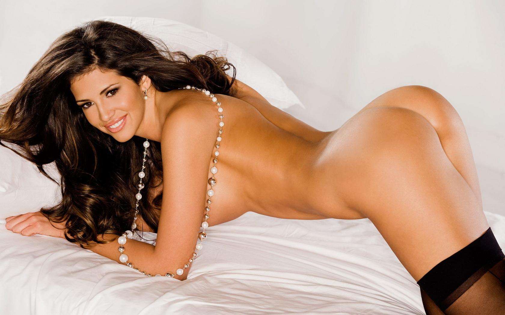 nude woman bikini