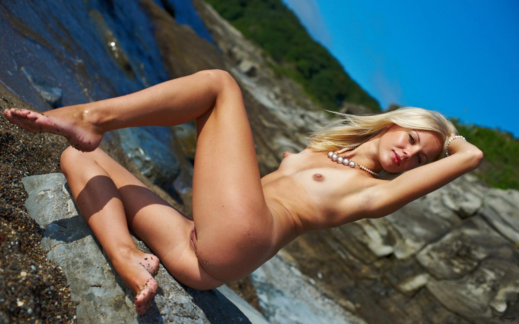 sexy naked pregnet girl feet