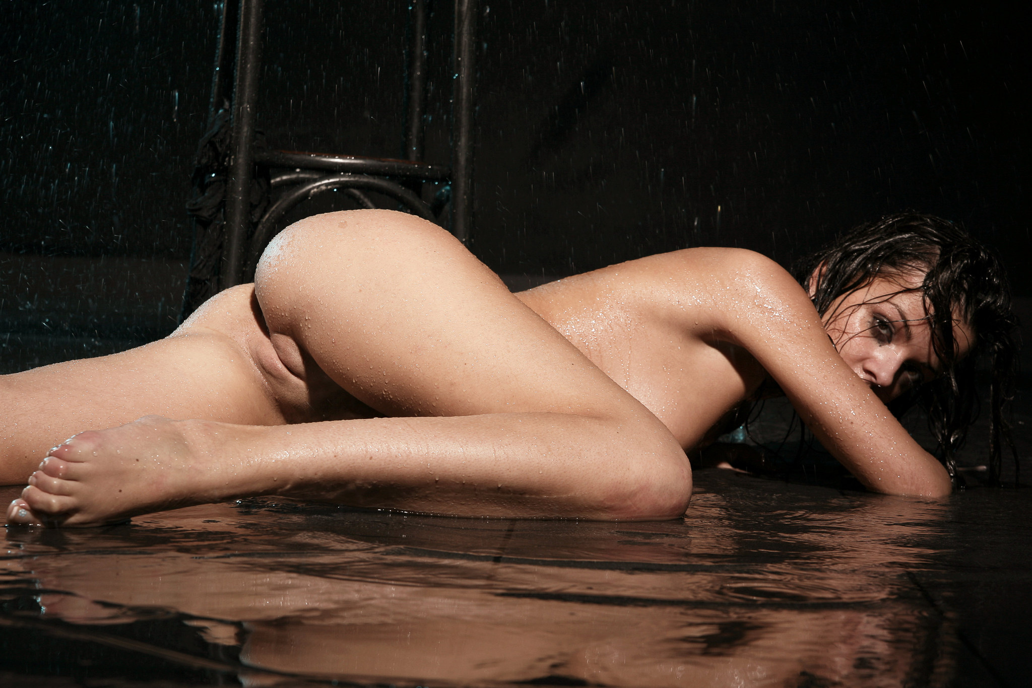 nude wemon in water photos