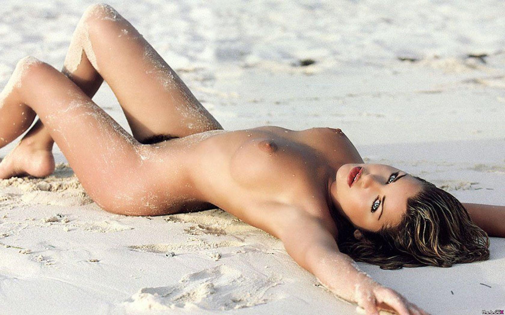 Naked pics supermodel