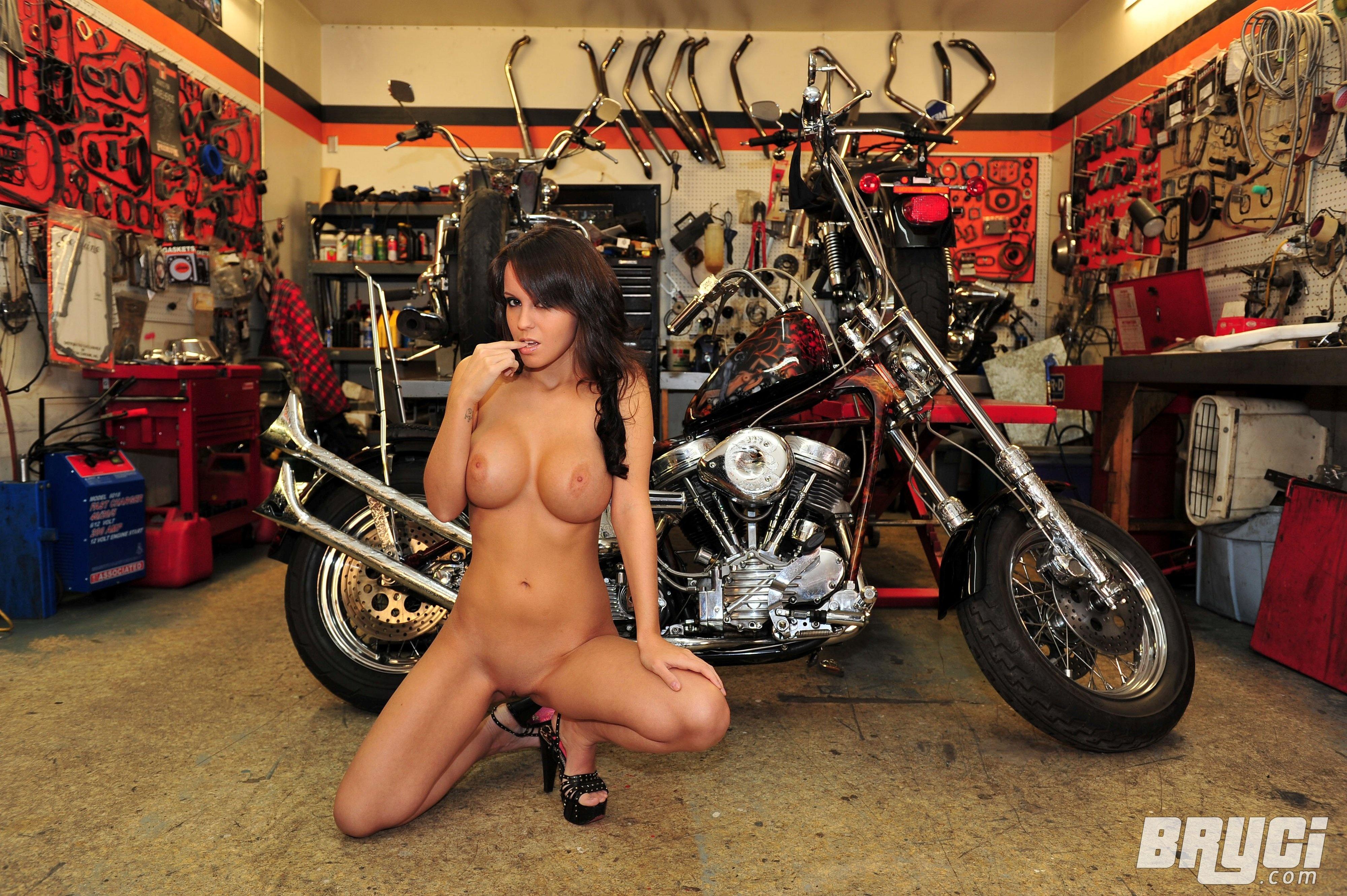 devki-i-moto-porno
