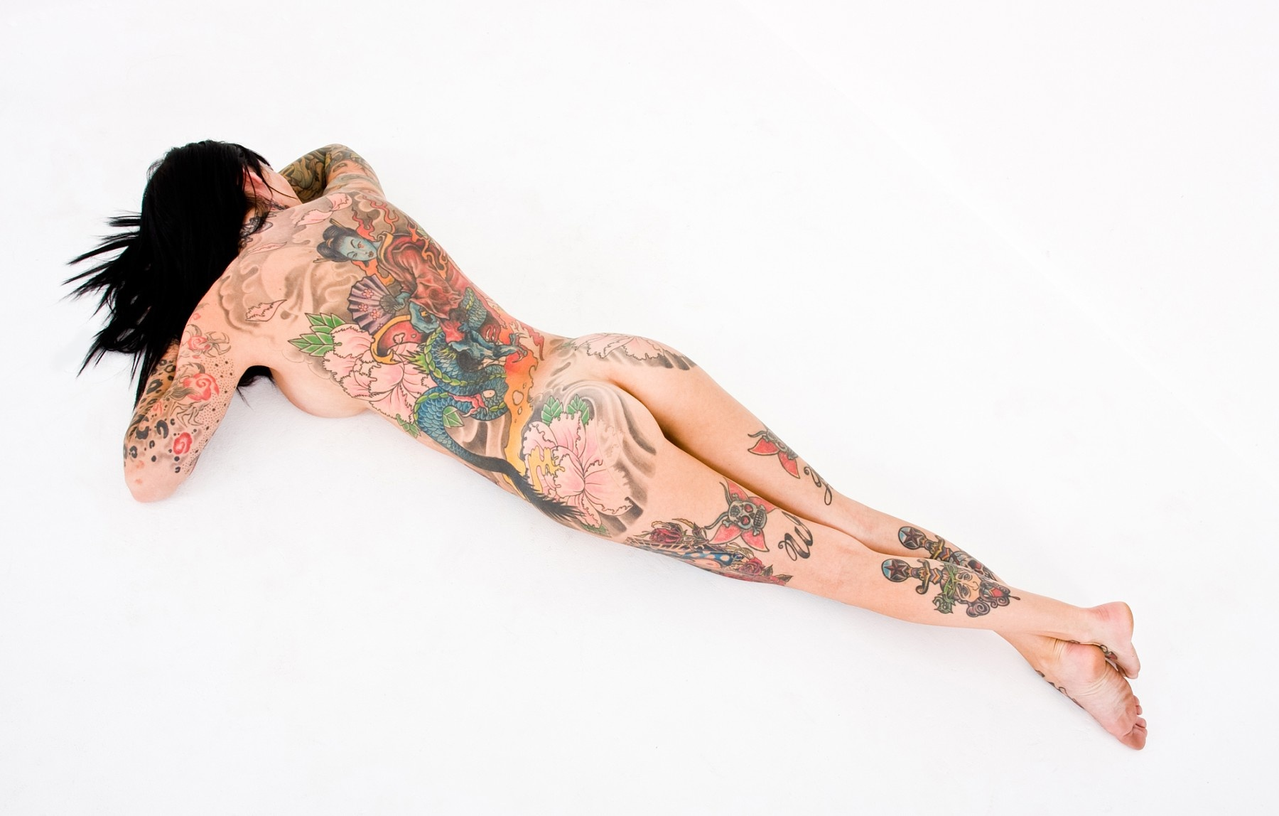 adults-naked-picture-with-tattoo-raider-sexy-naked