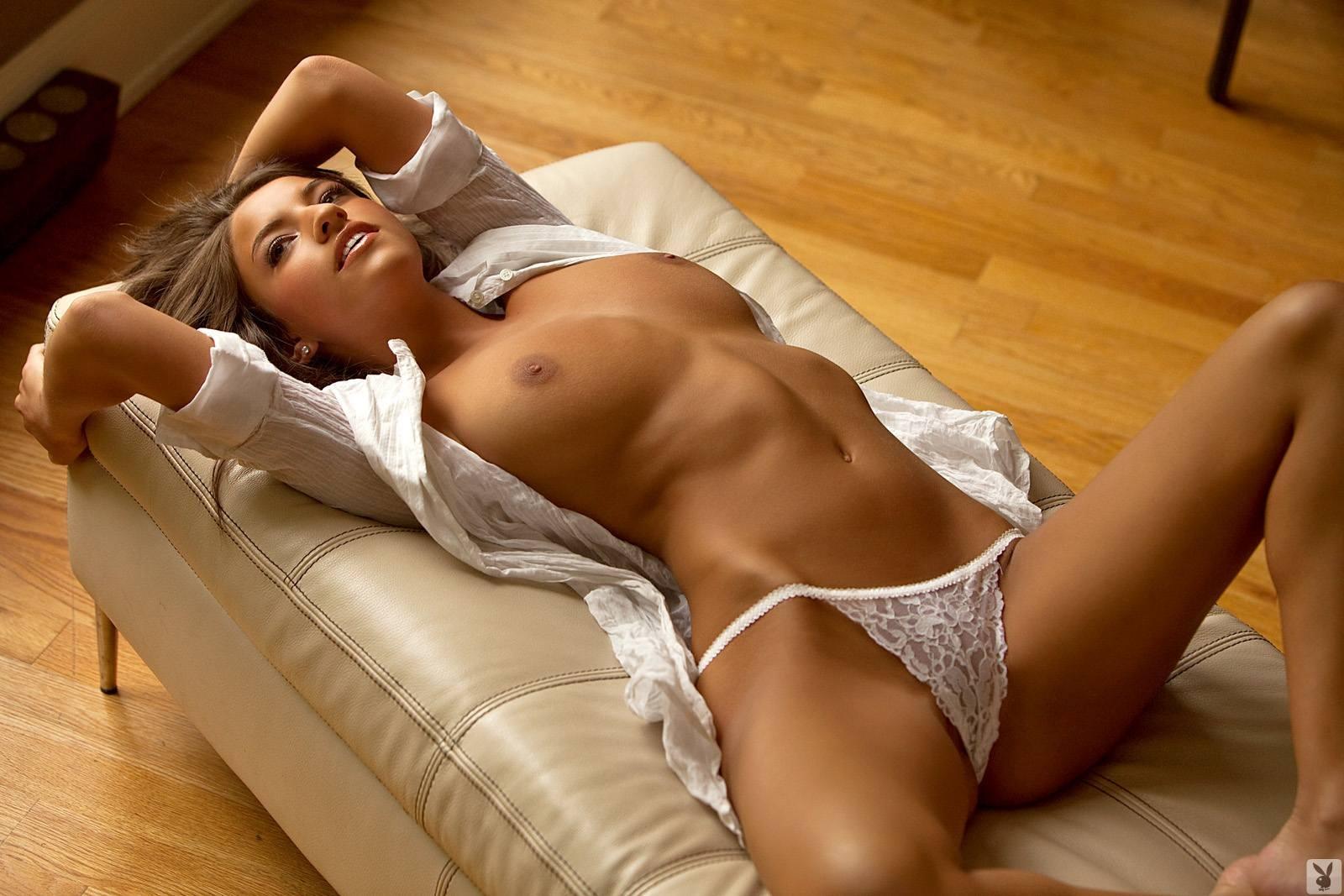 Selena gomez's sexy new photo looks like an underwear commercial