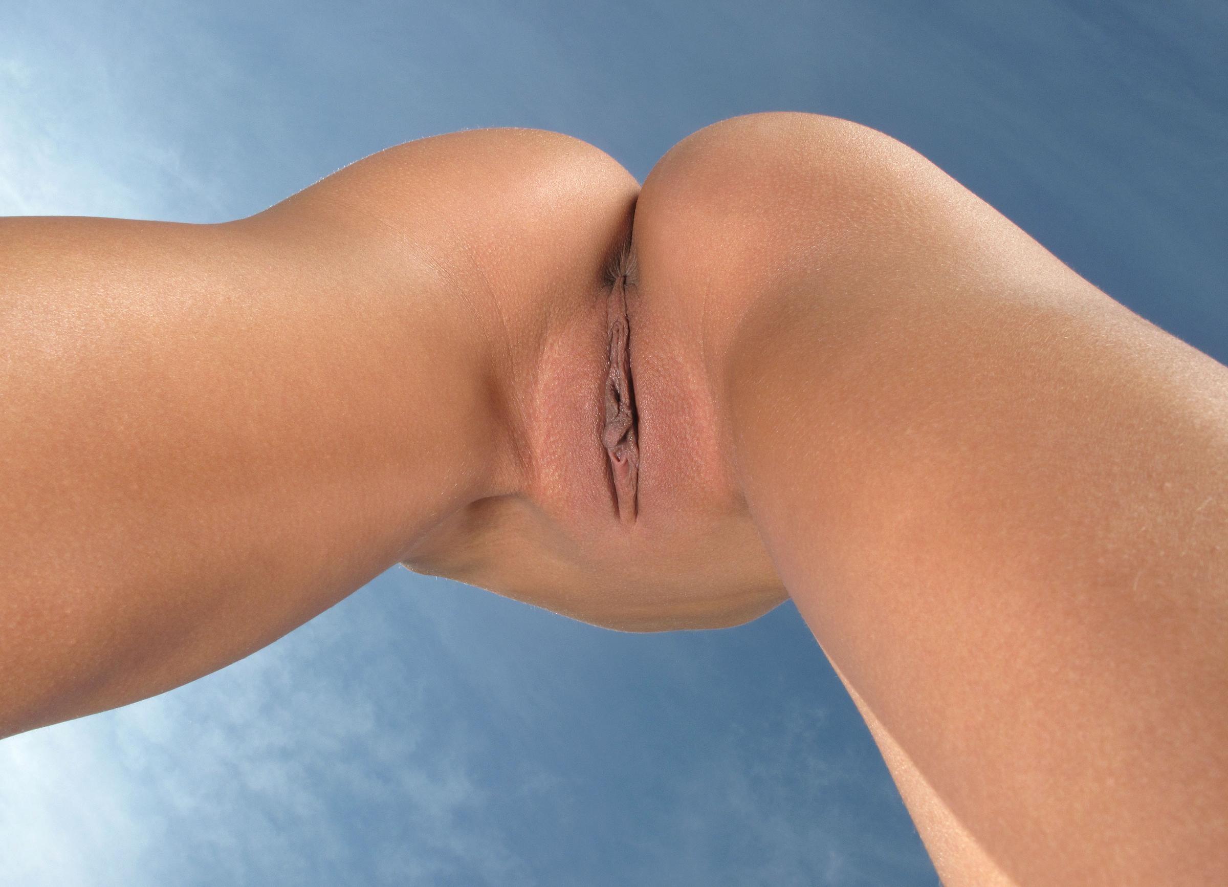 Фото девушек шире ножки крупным планом 19 фотография