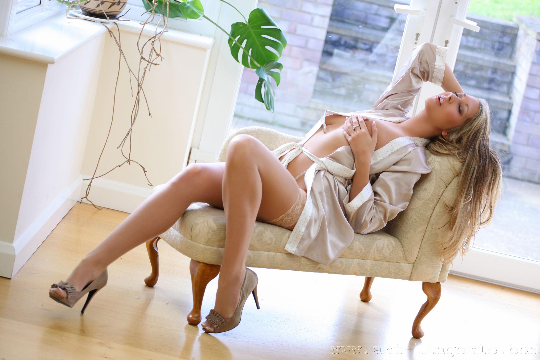 Девушка в белом халате секс