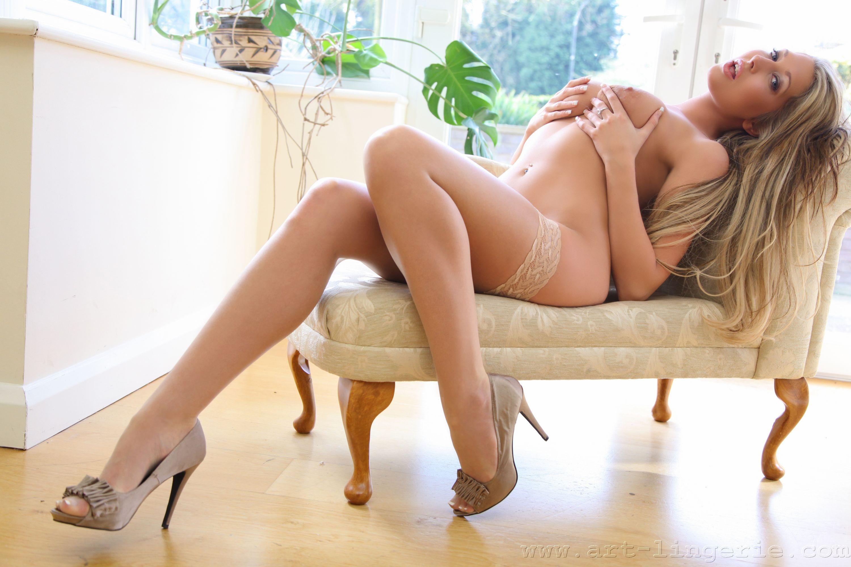 Сексуальные девушки на длинных ножках 12 фотография