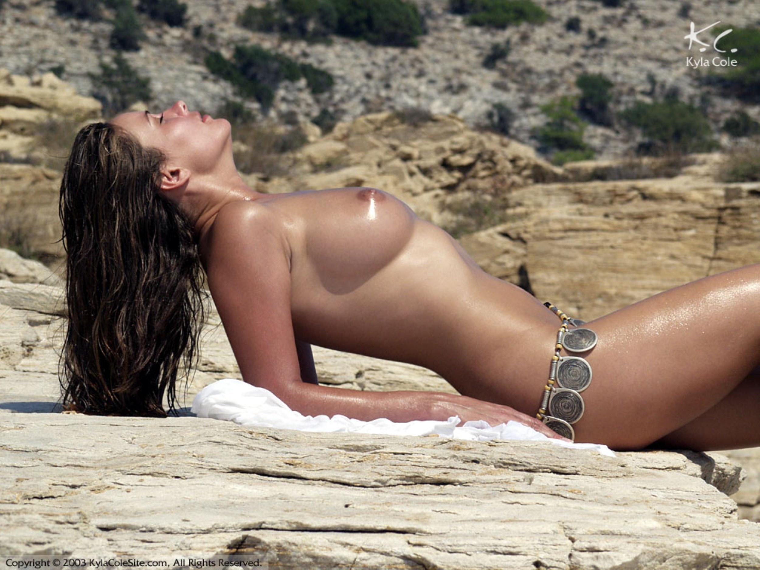 nude-kyla-leon