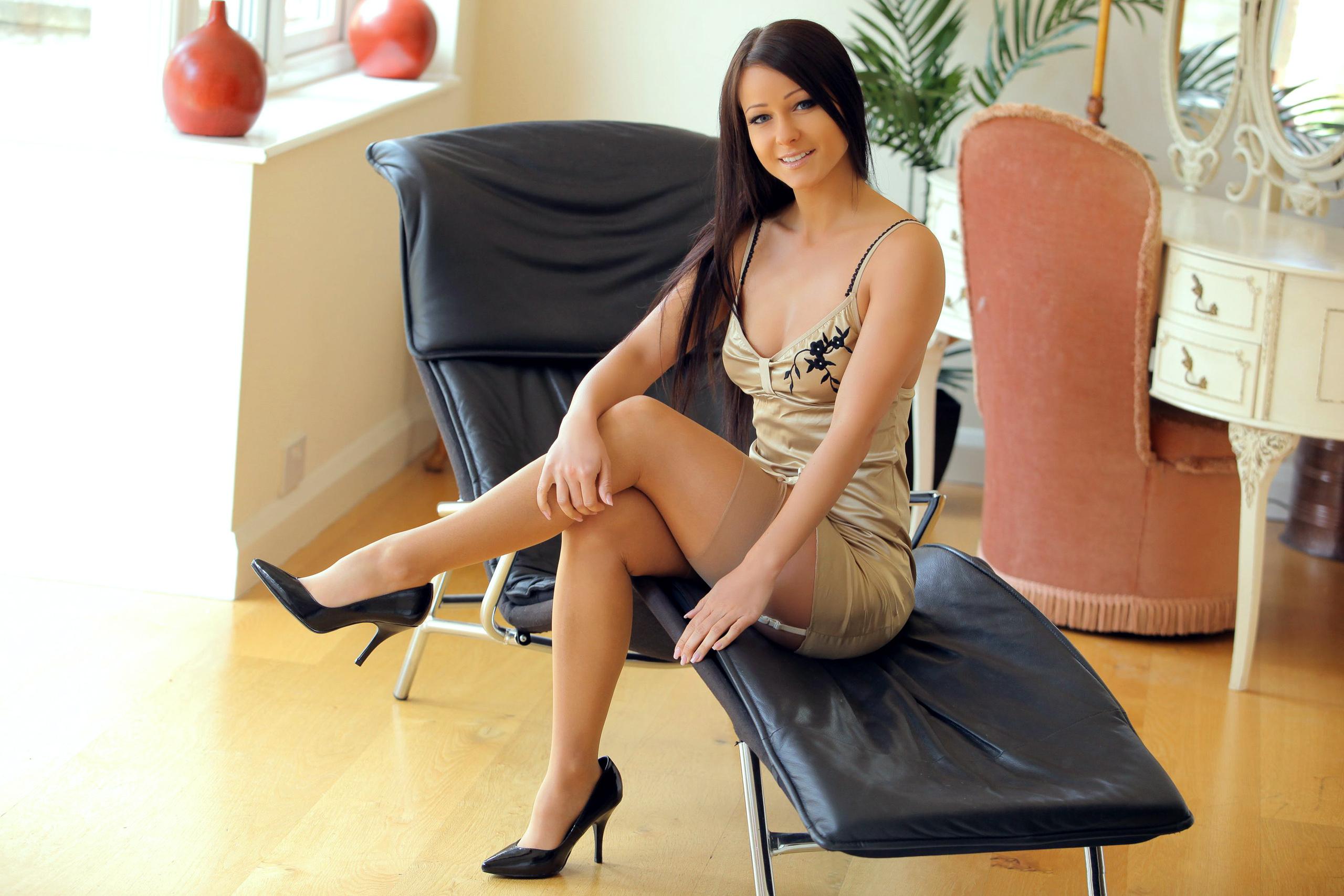 Leggy brunette beauty Shalina Devine using stocking clad feet to jack cock № 204914 без смс