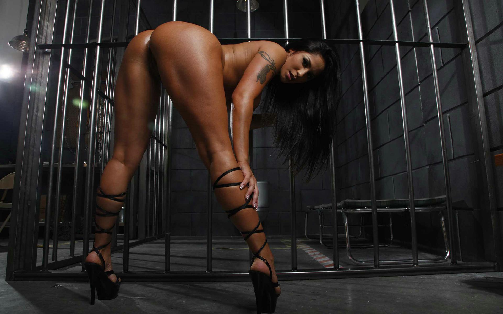 Секси девушки за решеткой эро фото 2 фотография