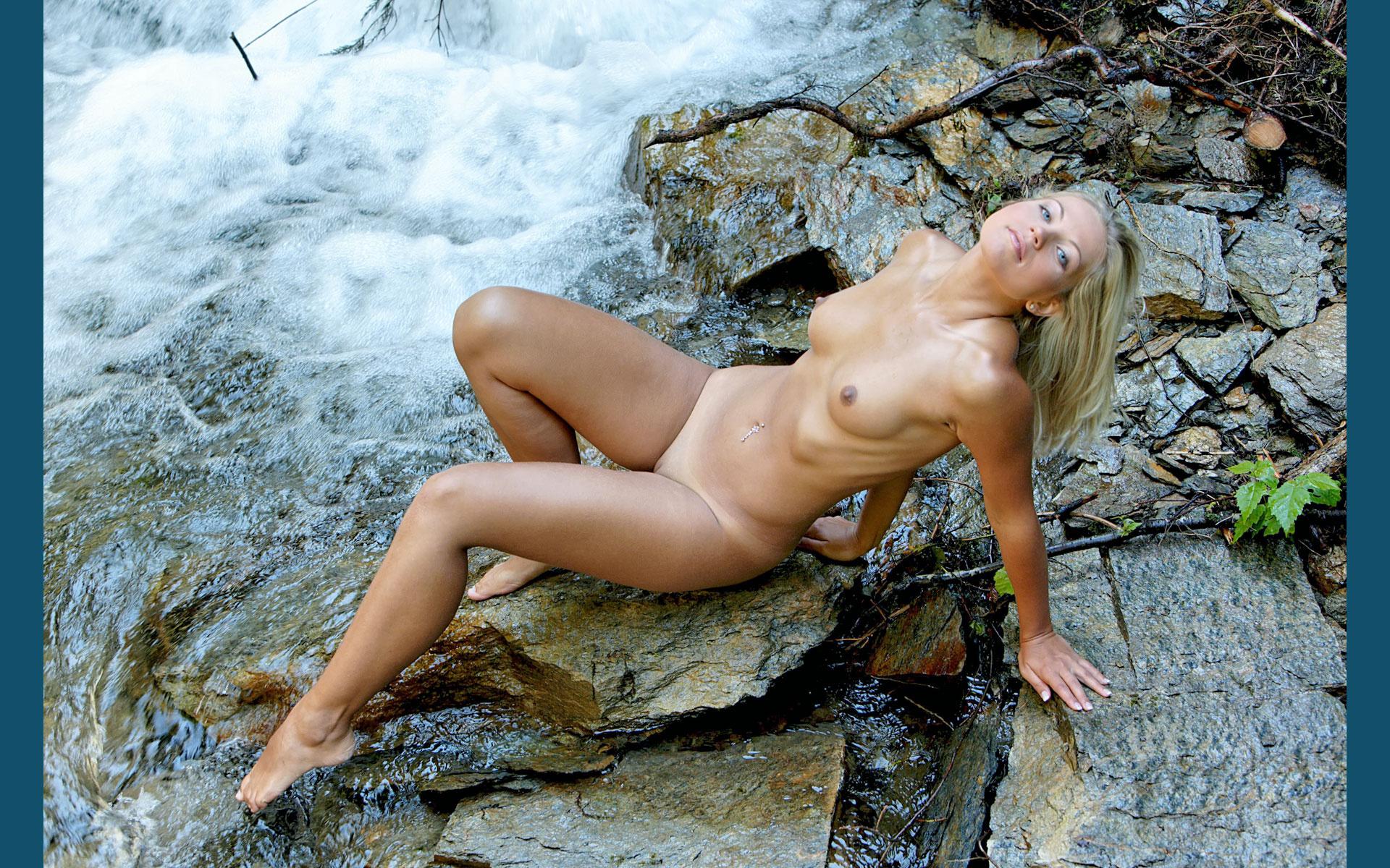 Nude Stream
