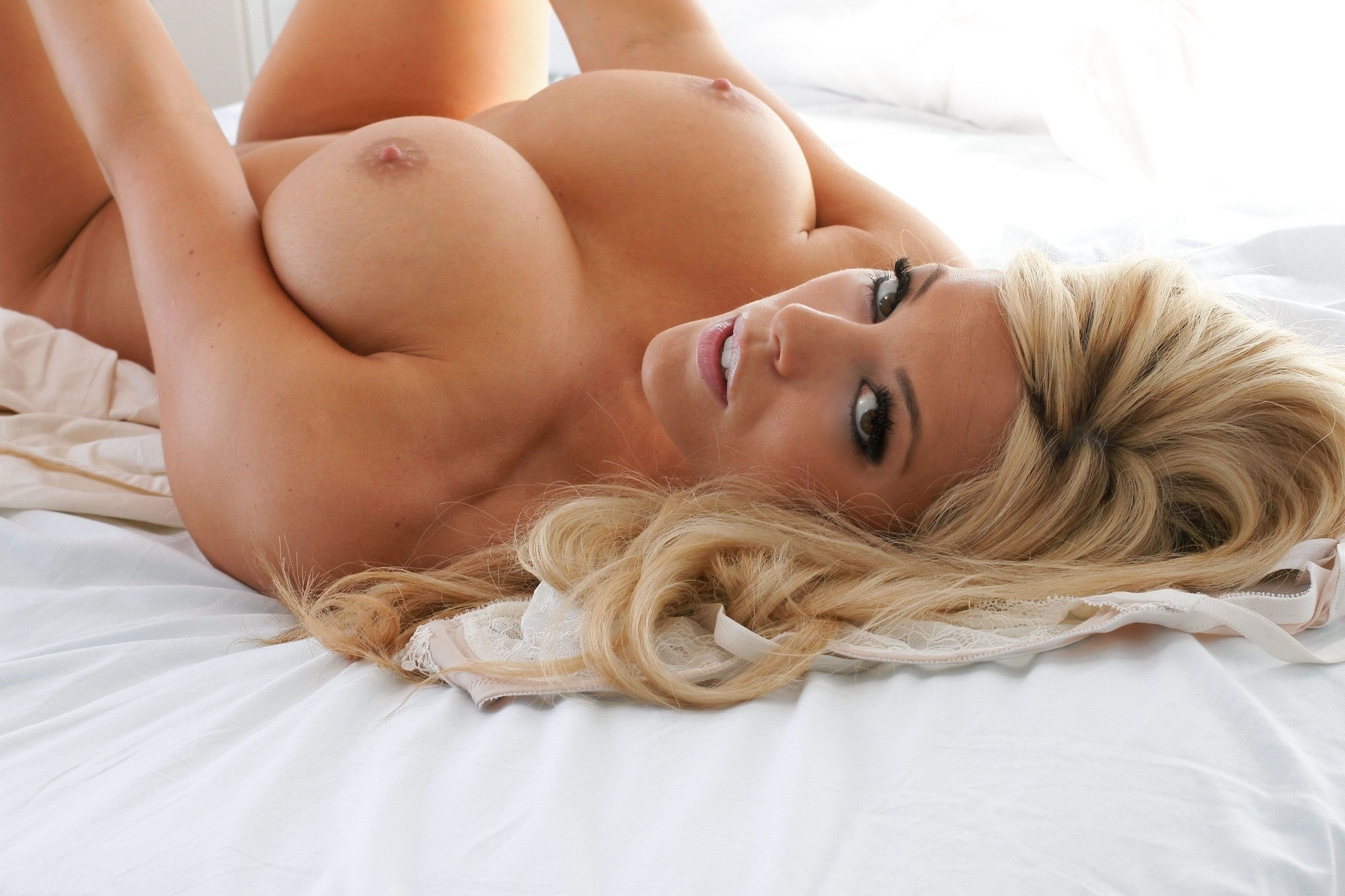 hot-blonde-big-boobs