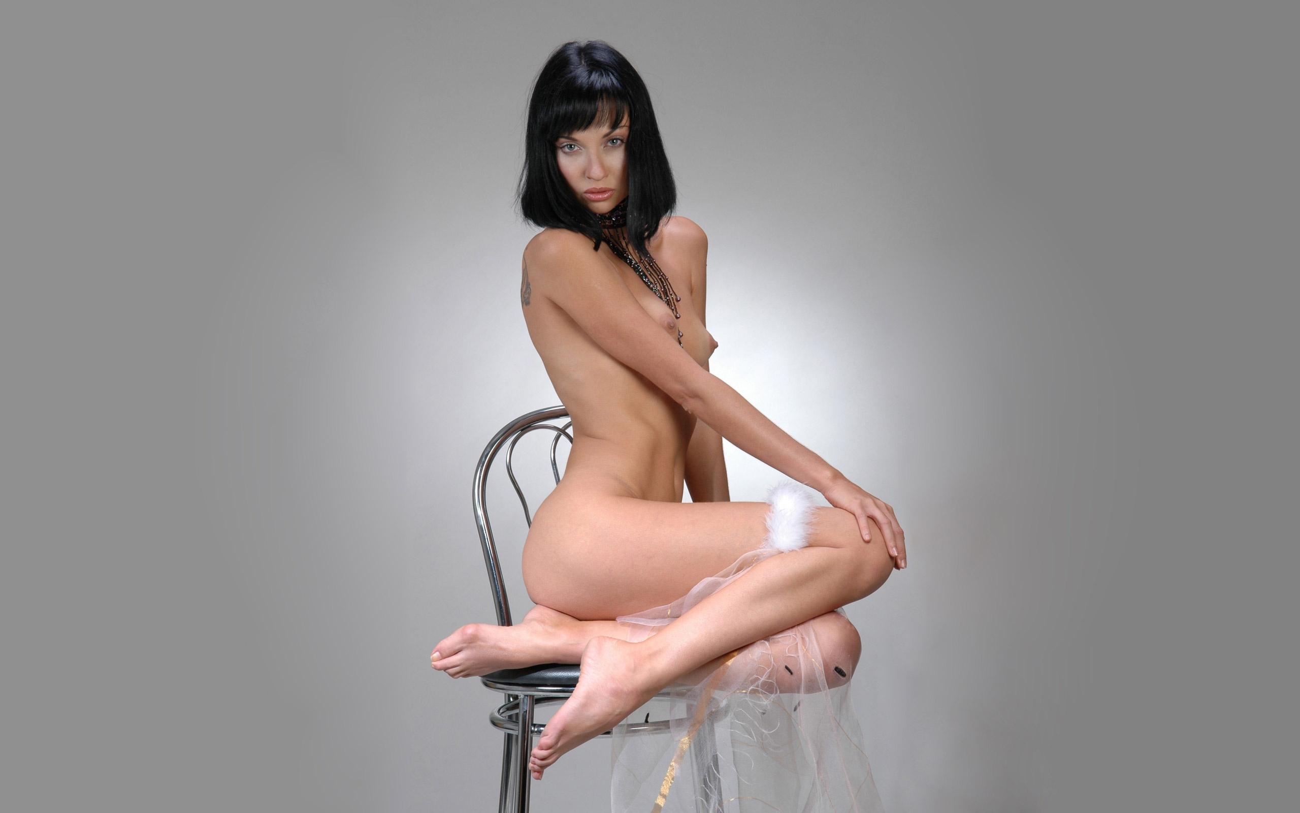 Ftop Ru Walls Nude Bride Brute Chair Legs Wallpaper
