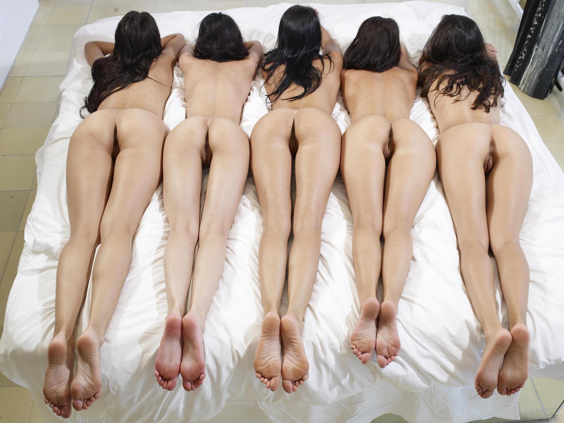 Фото с голенькими девушками 20 фотография