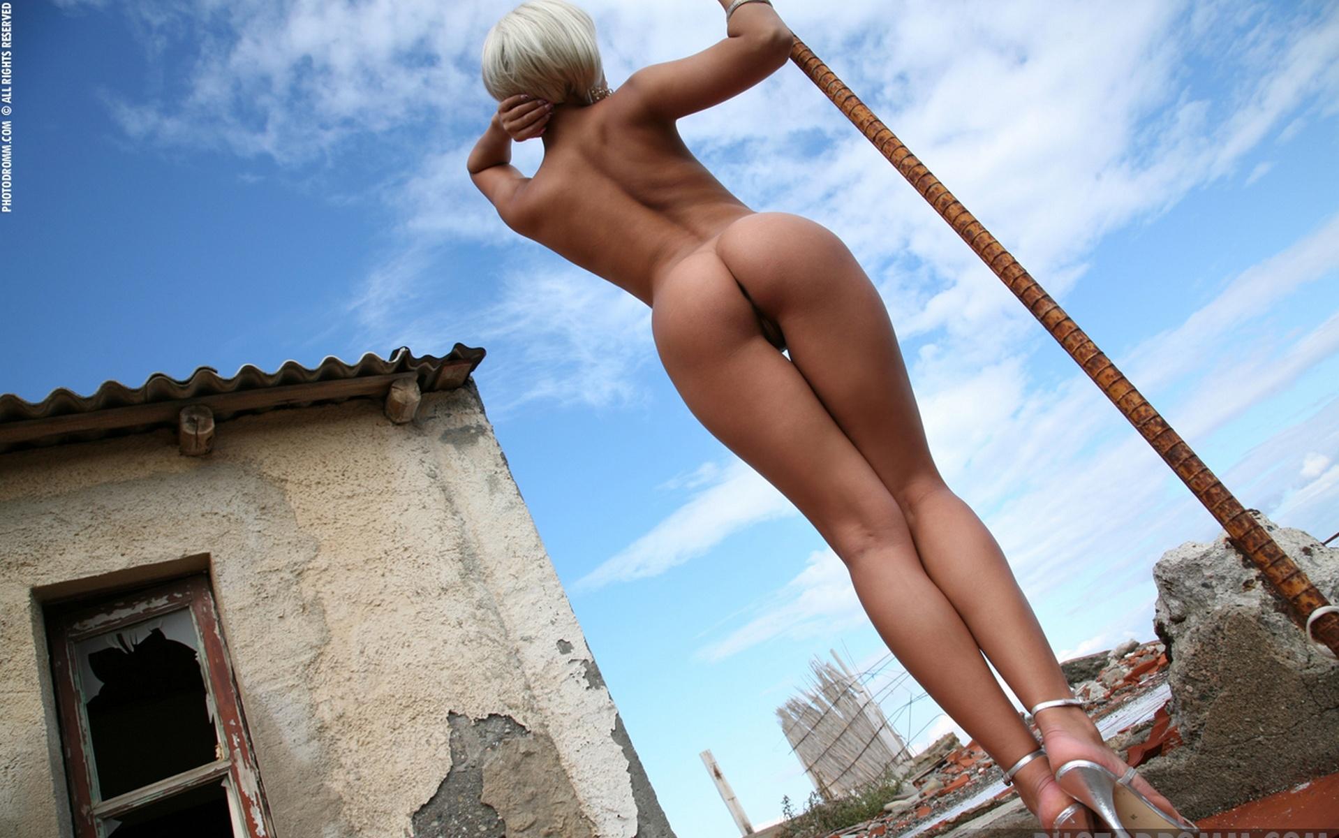 Стройные девушки с силиконовой грудью 16 фотография