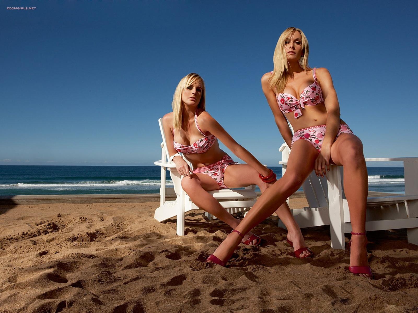 Hot twins in bikini words... super