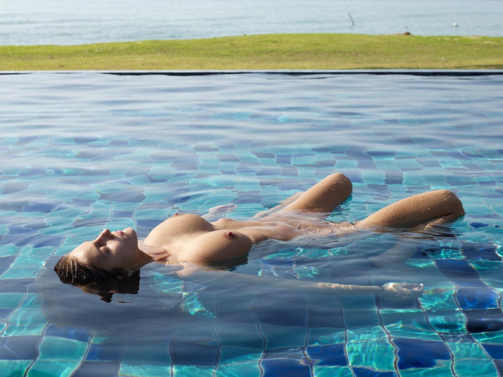 Naked aquatics