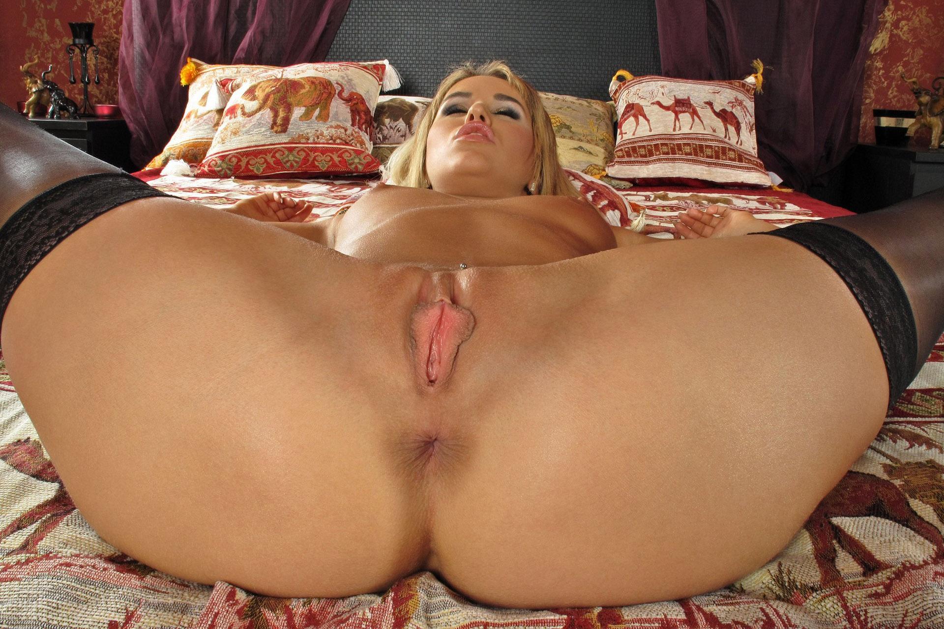 nude ass spread