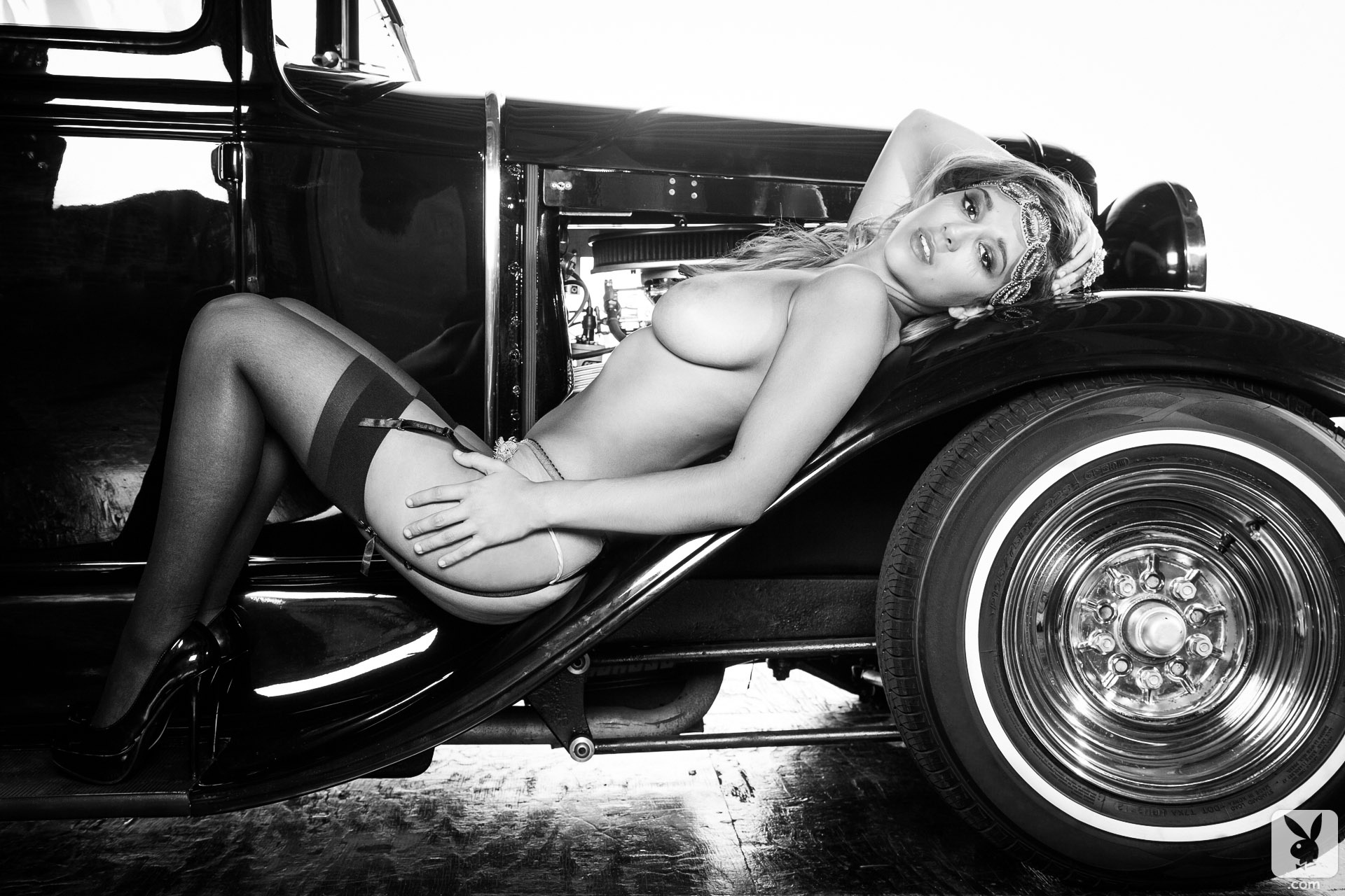 Naked hot vintage girls and hot rods — photo 10