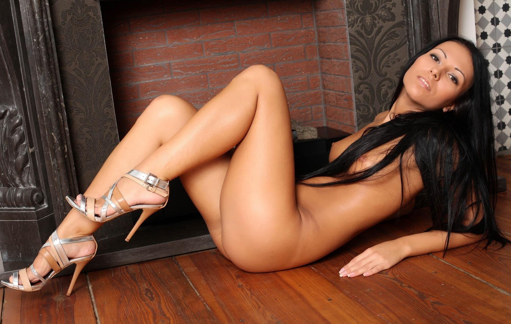 women-with-long-legs-naked-natalya-neidhart-pussy