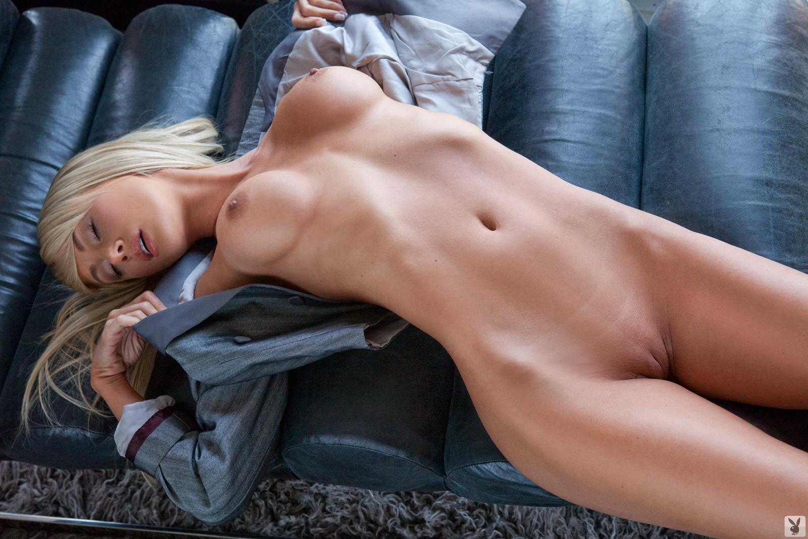 sara underwood boobs