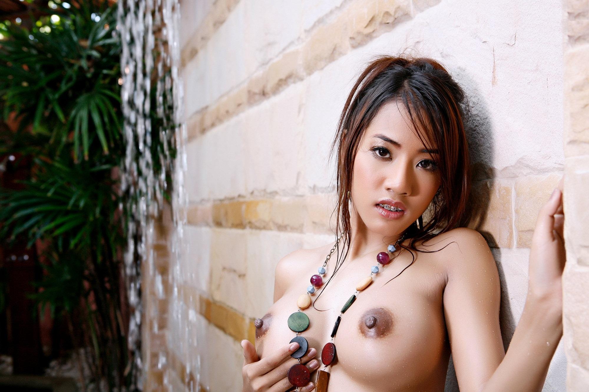 Mature tits bra nipples saggy