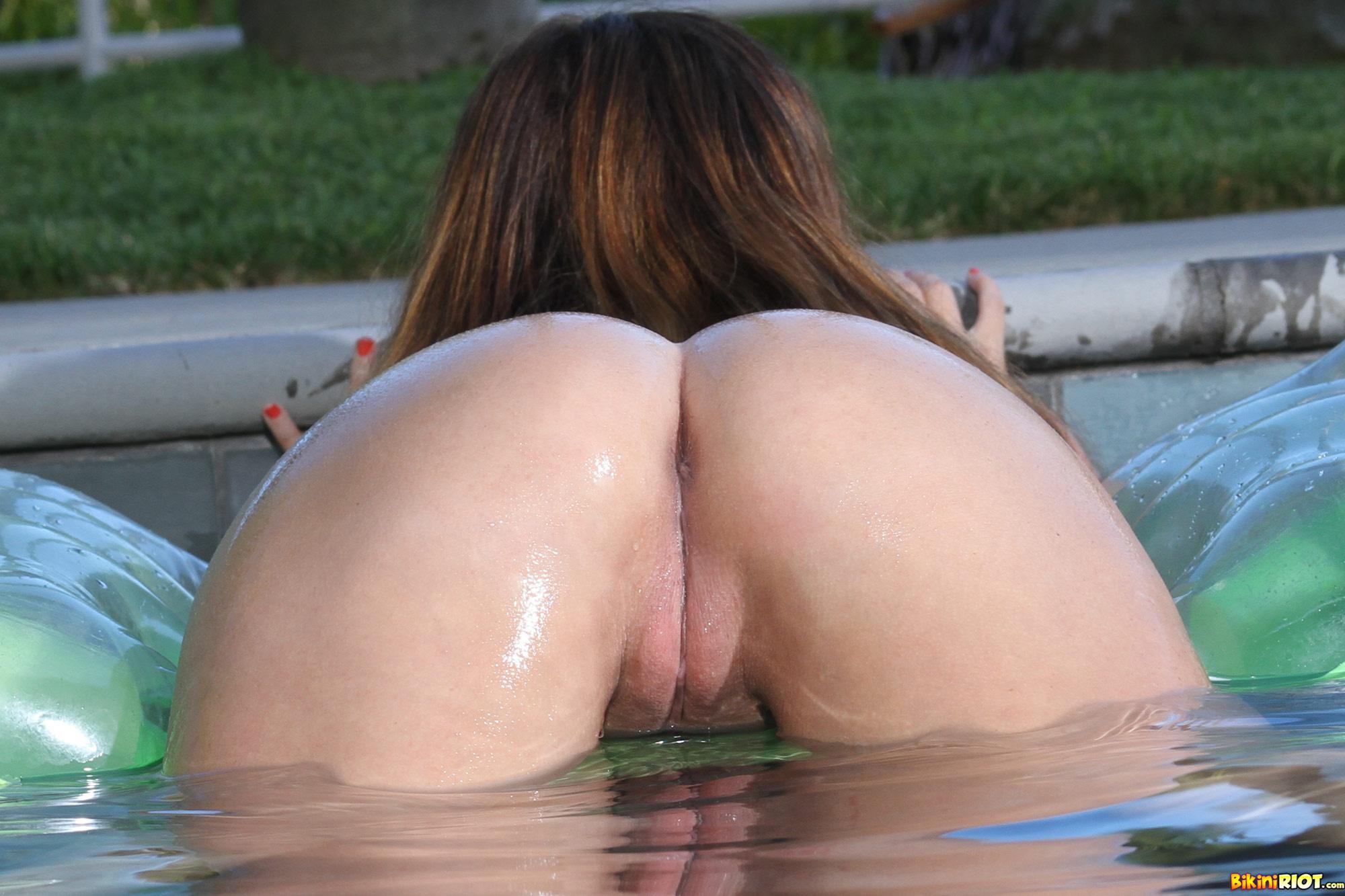 Фото секса в общем бассейне 10 фотография
