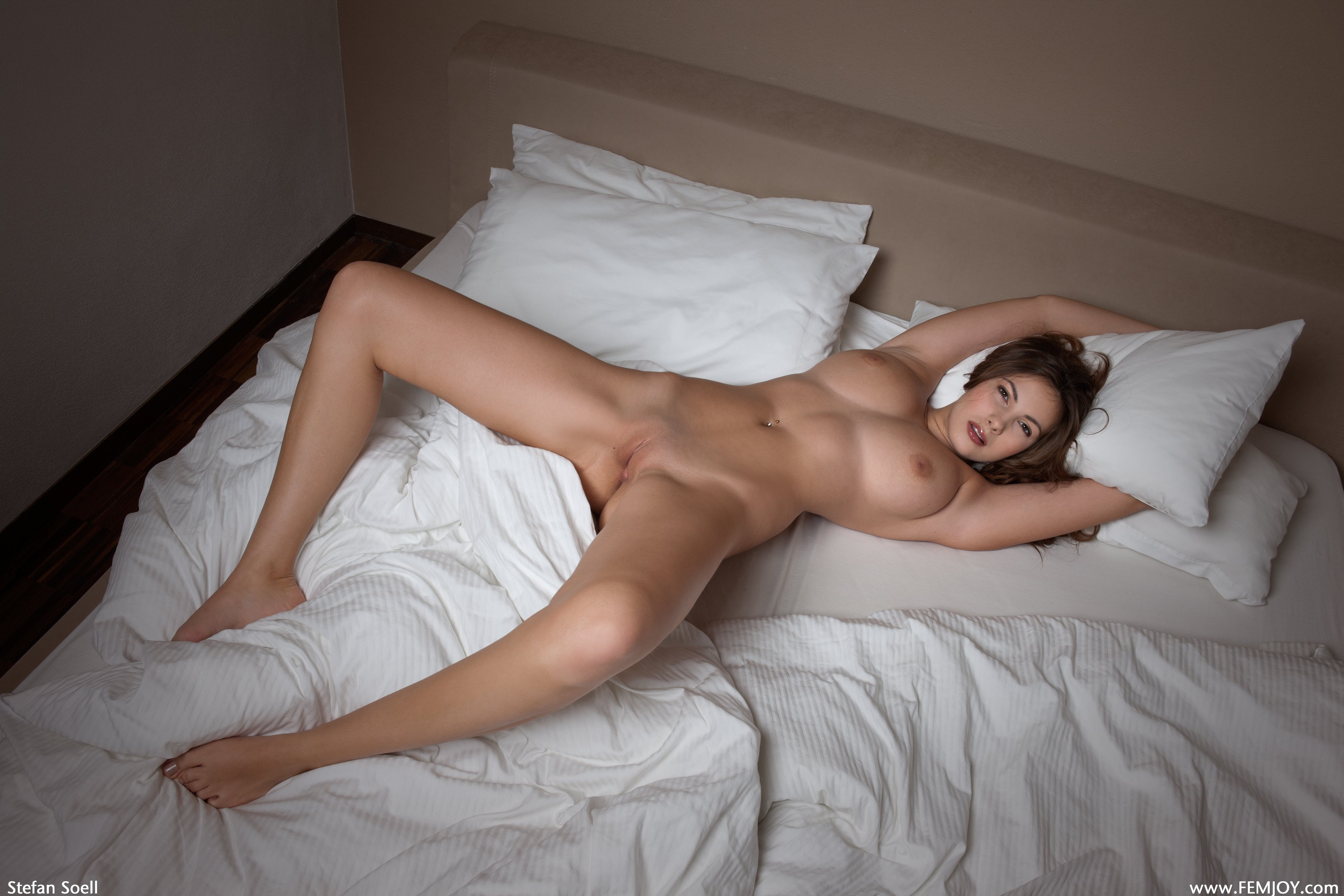 nude busty ladies in bed