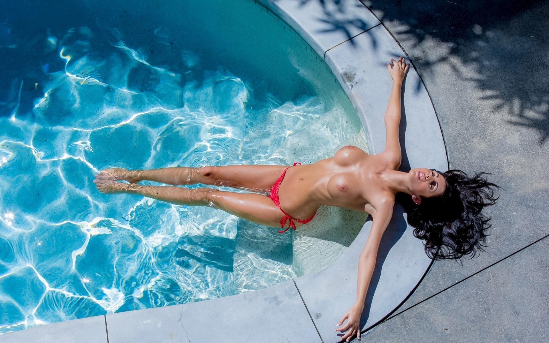 Break naked pool spring