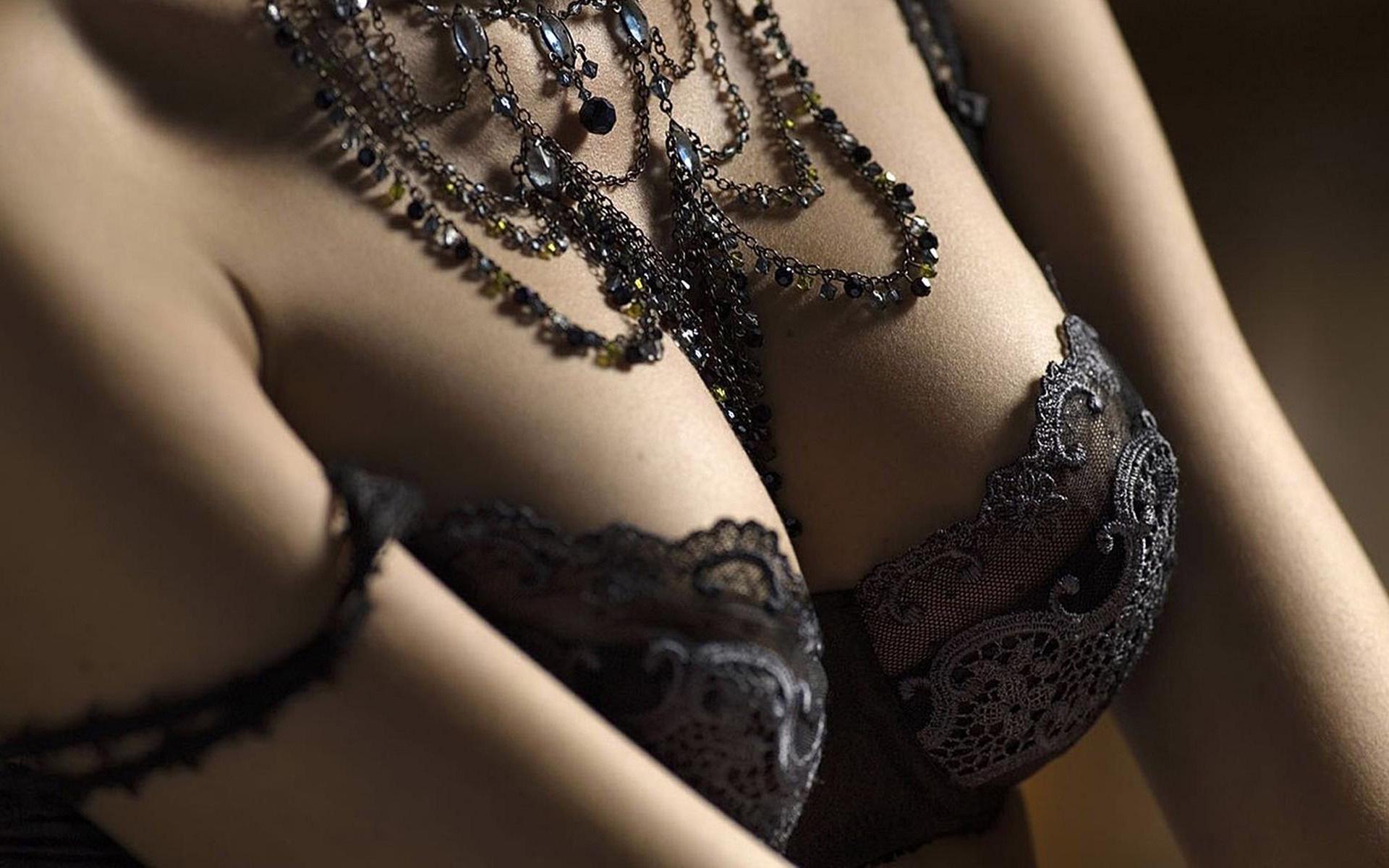 Эротическое фото с украшениями 15 фотография