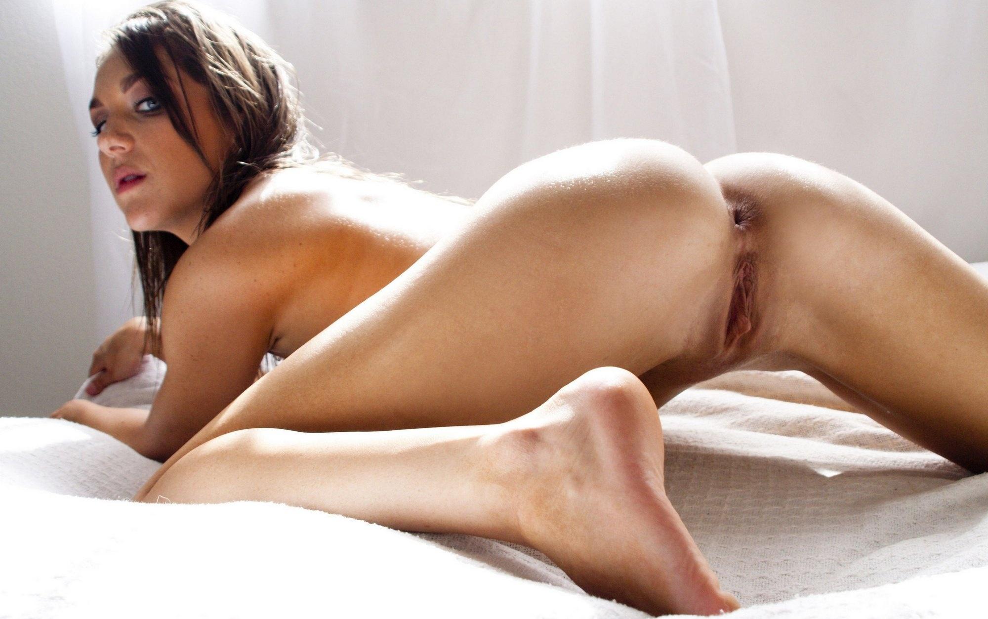 nude brunette ass