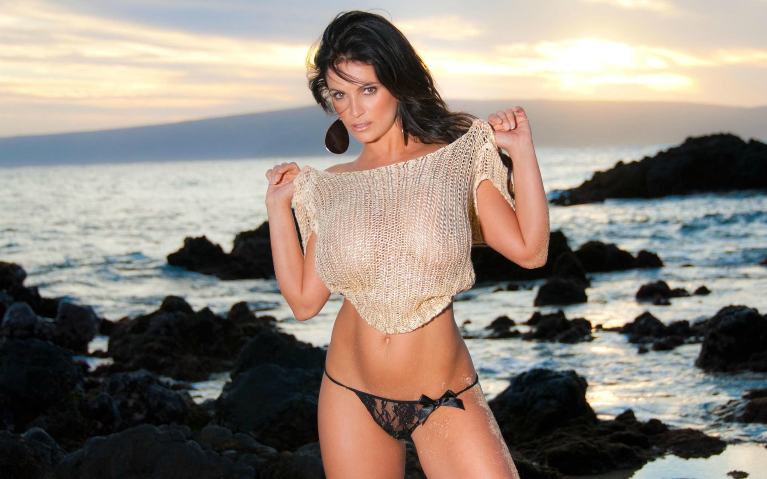 Denise Milani nackt Bilder und Videos