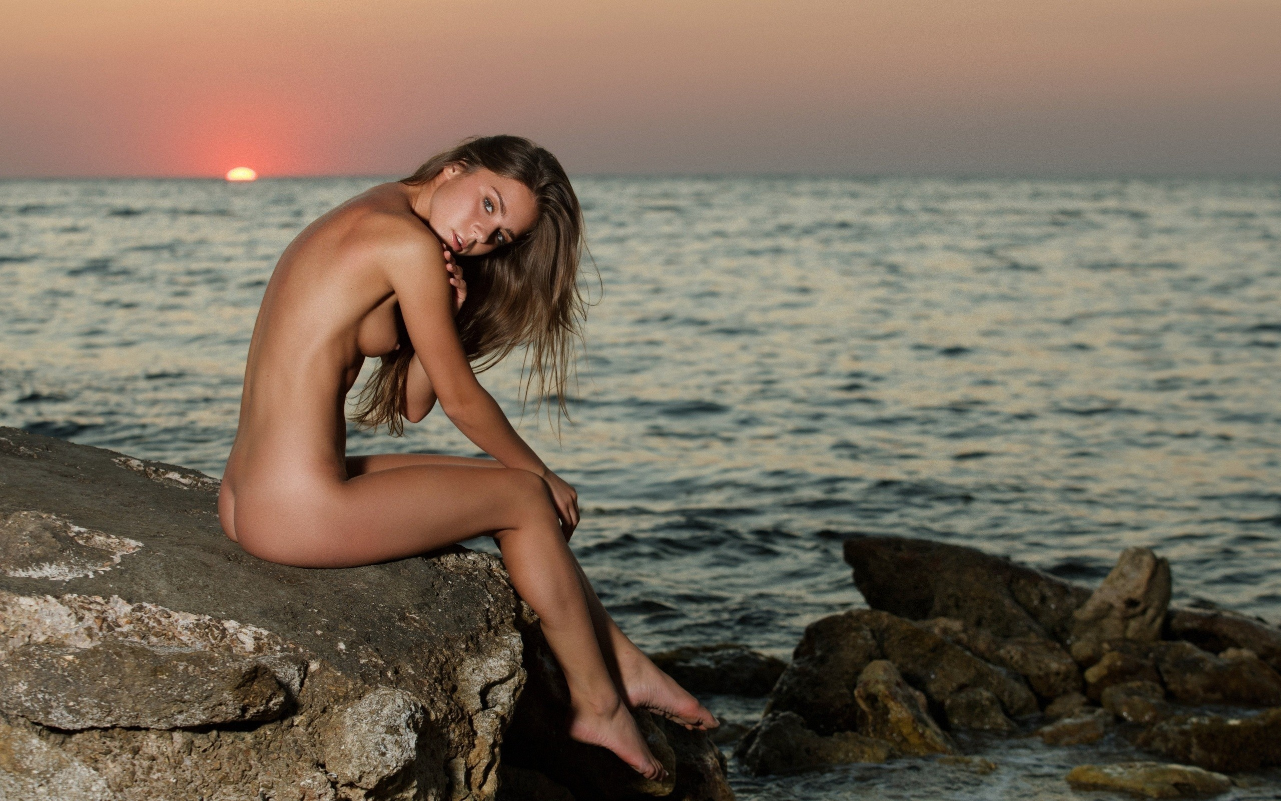 На море голые женщины
