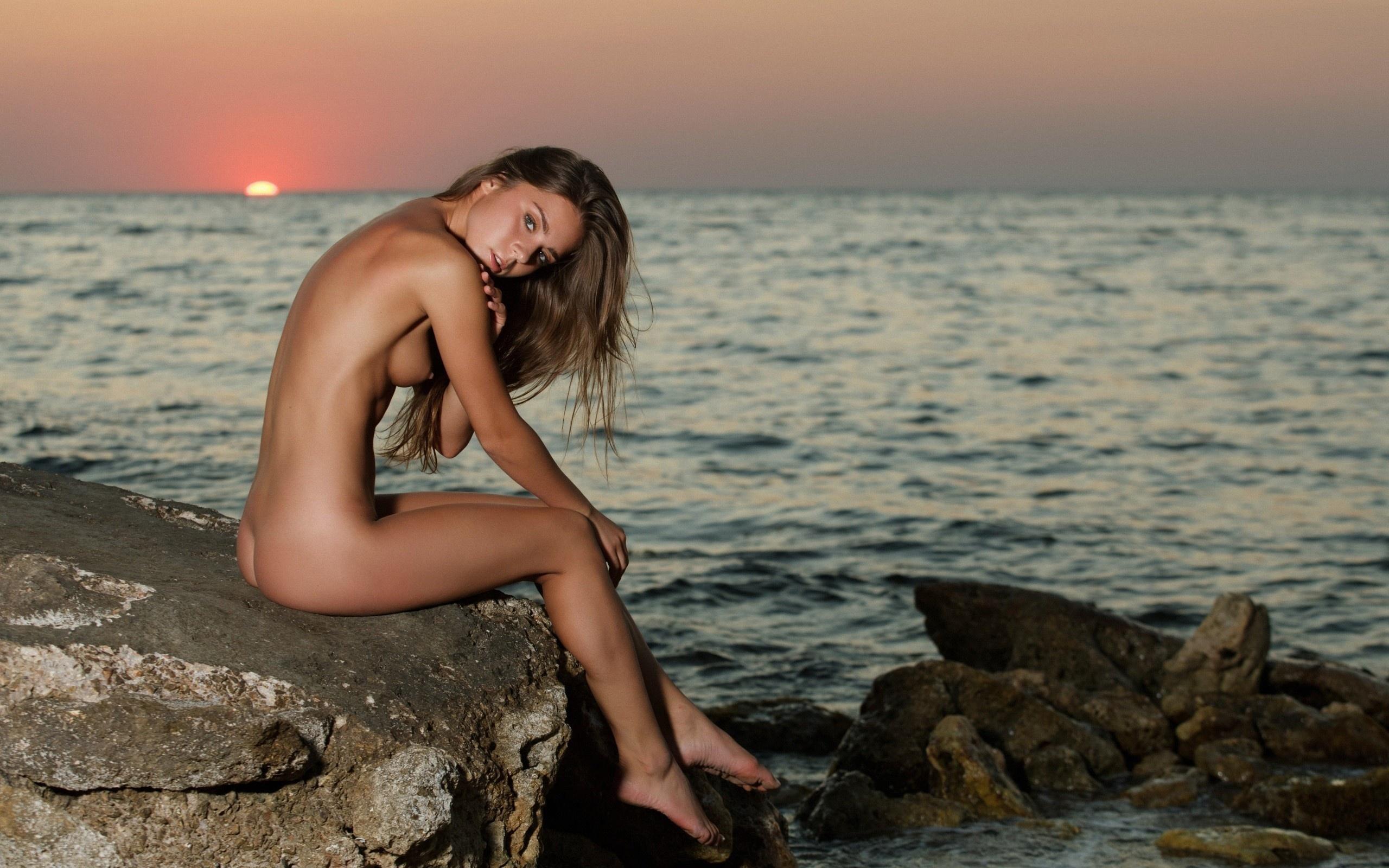 hot girl on beach wallpaper