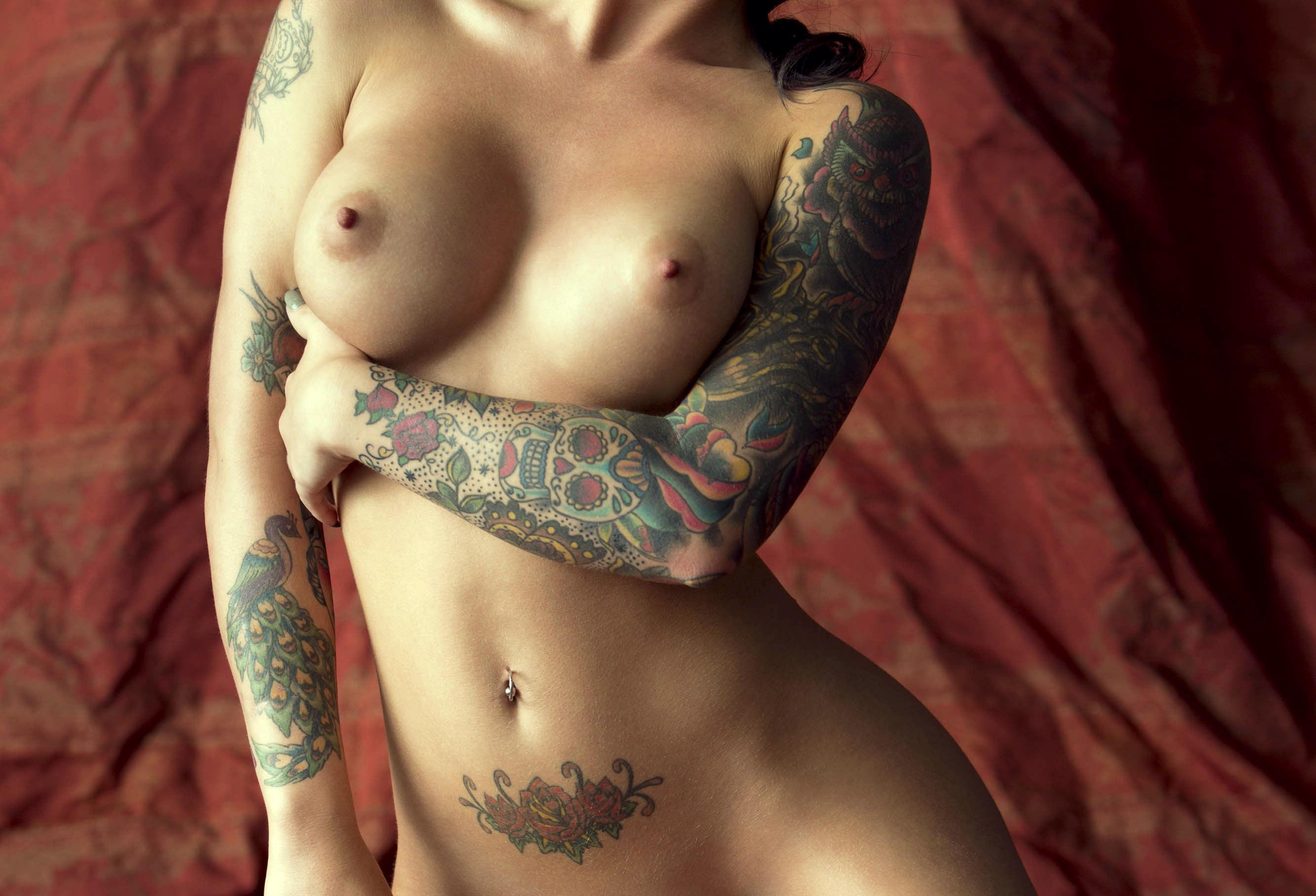 Картинки голые девушки с тату