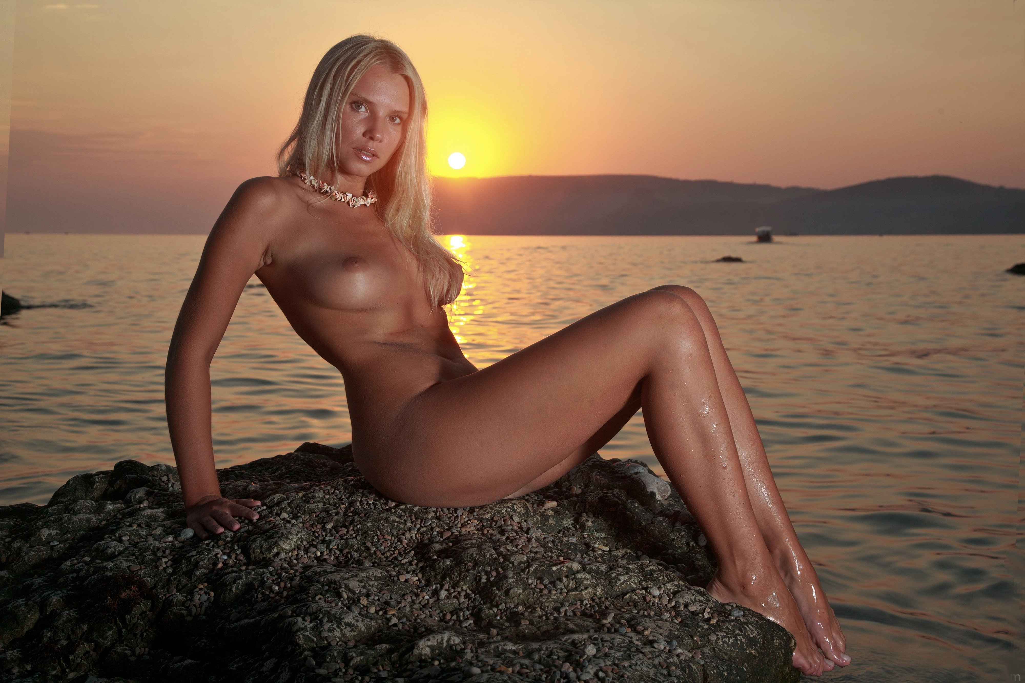 beach sunset nude girl