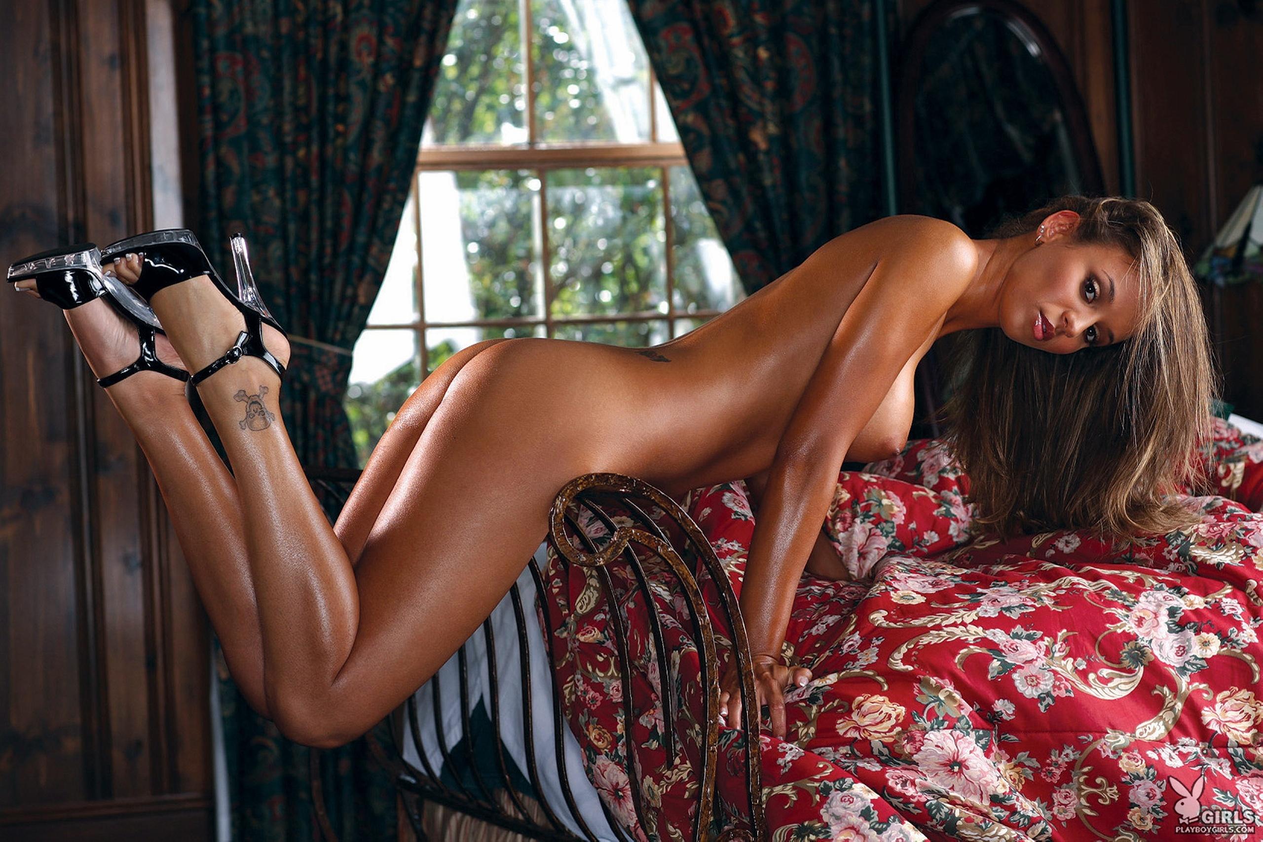 Секс на кованой кровате фото 11 фотография
