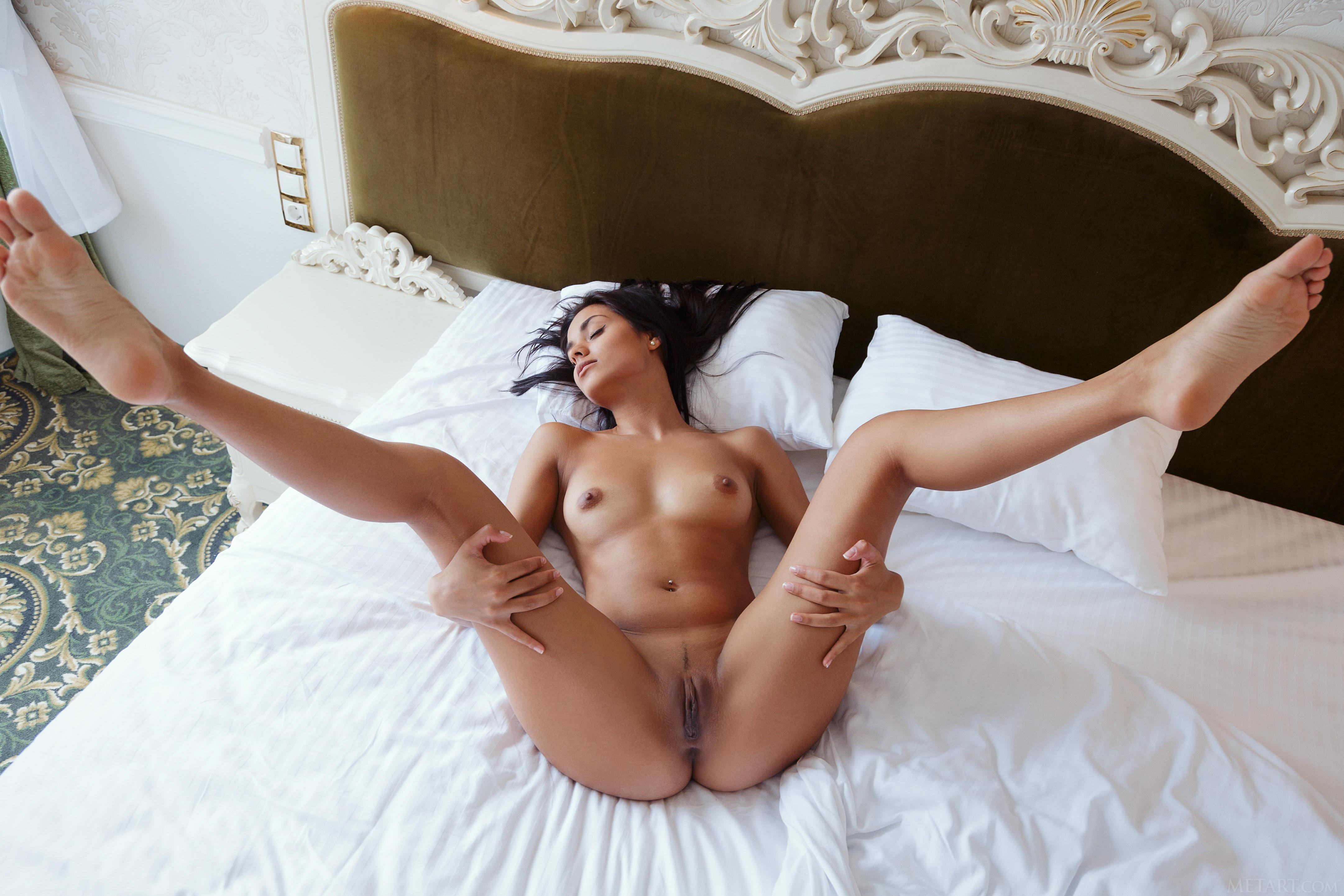 famous women caught nude