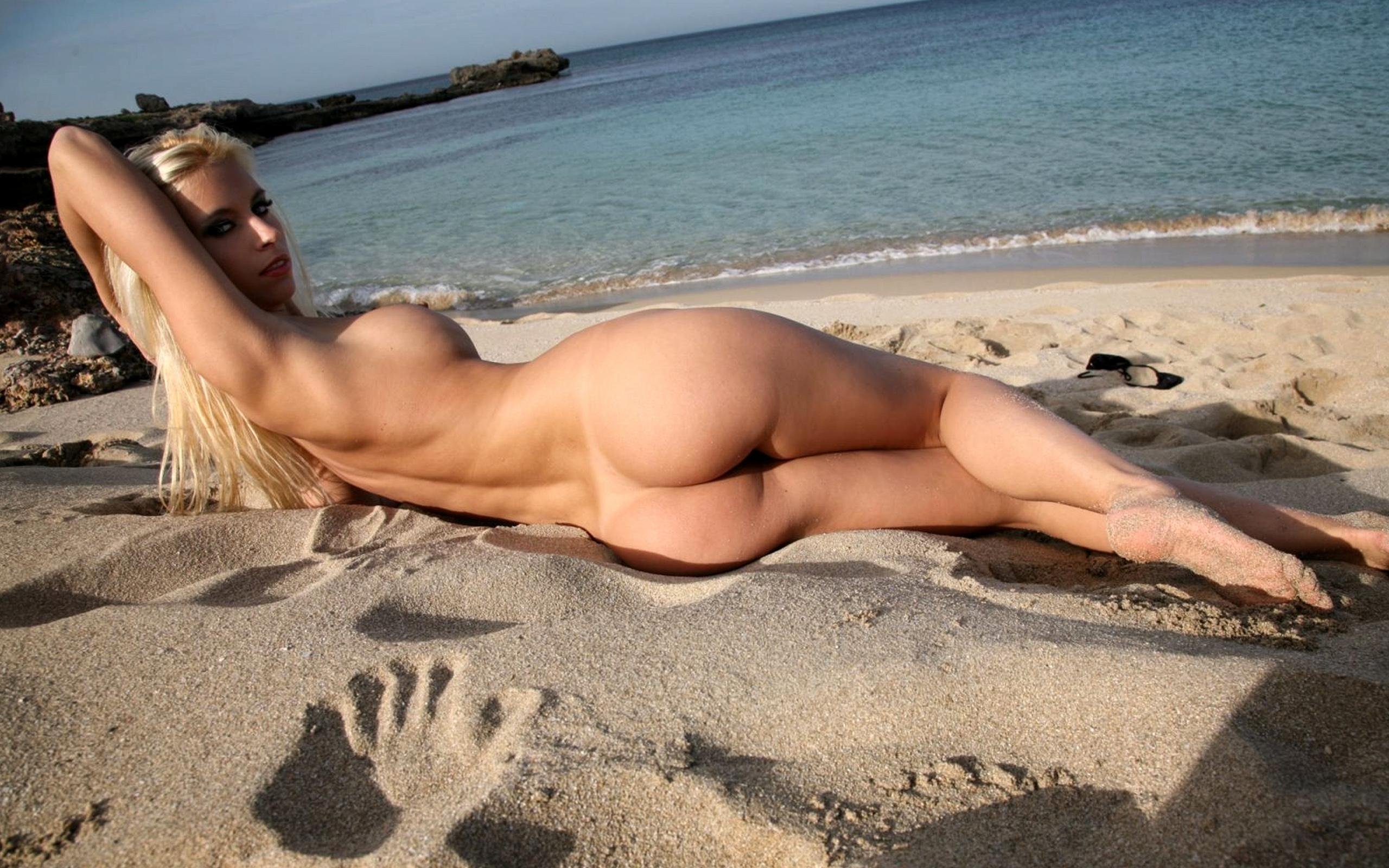 Девушки на пляже красивые голые