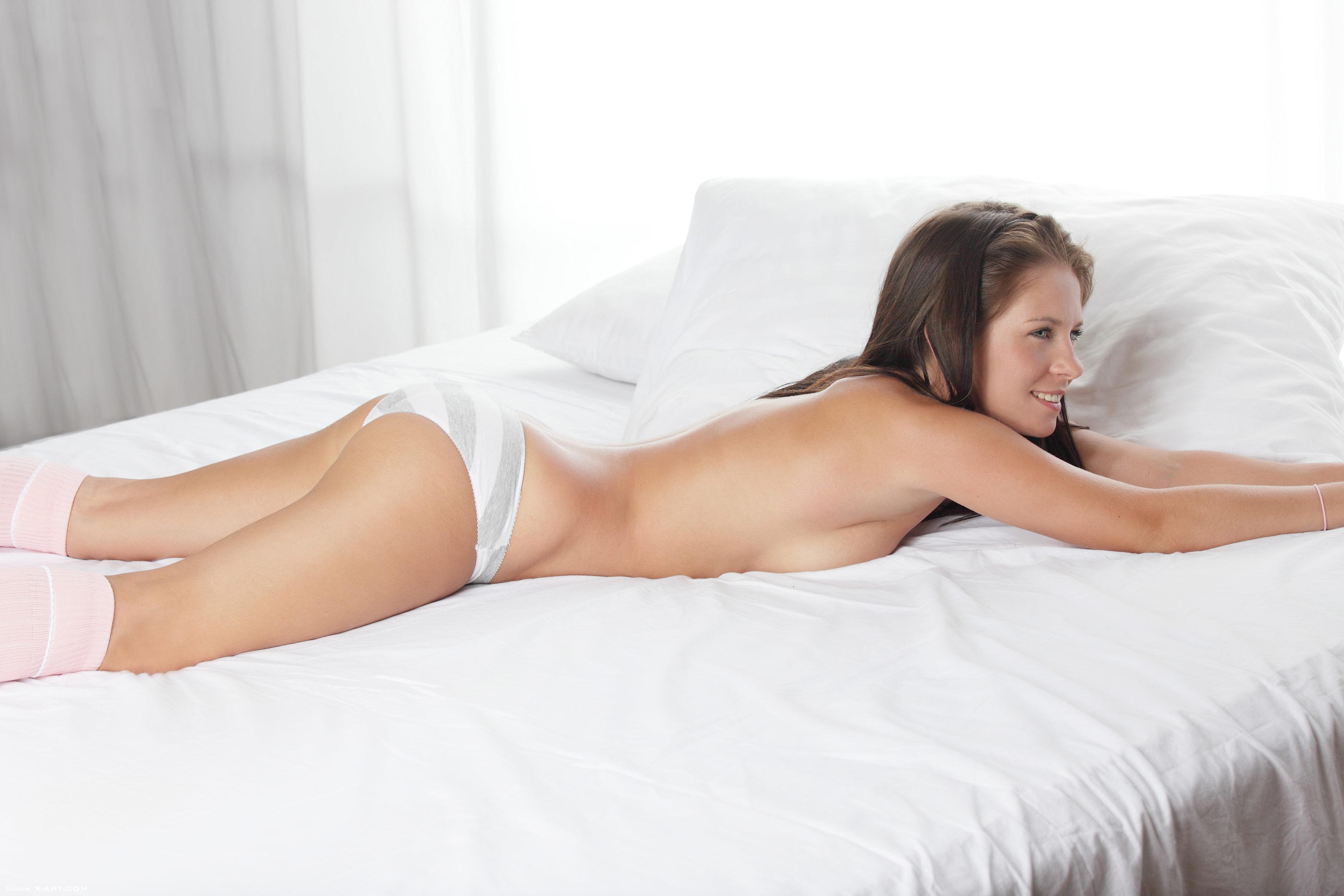 Стрептиз на кровати 23 фотография