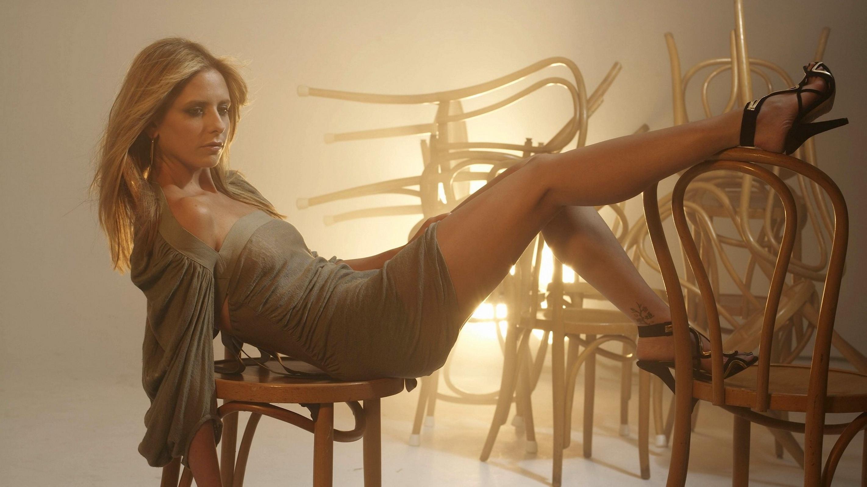 beautiful female legs sandals long hair sarah michelle gellar