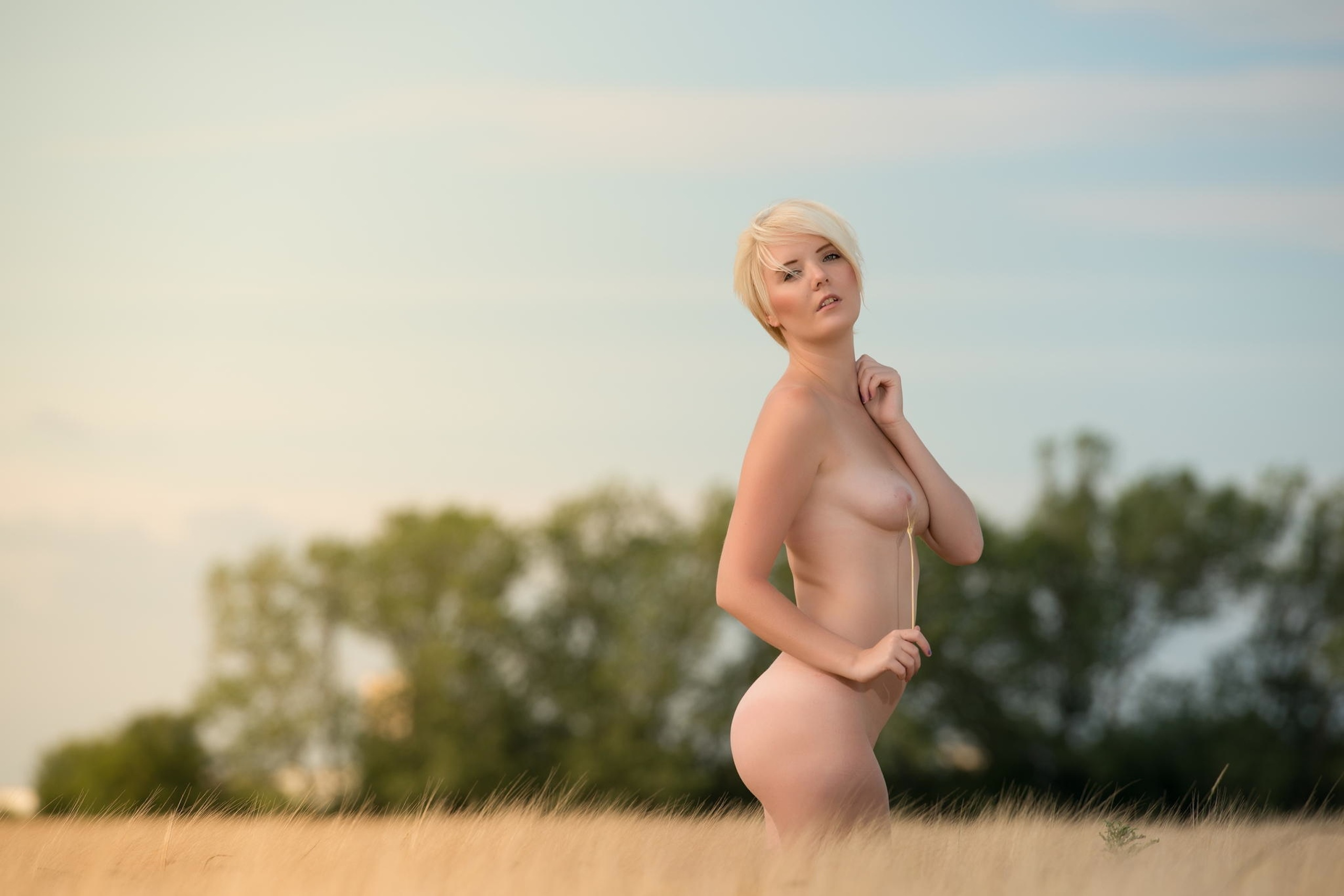 wallpaper blonde, babe, outdoor, tits, boobs, short hair, sexy, hot