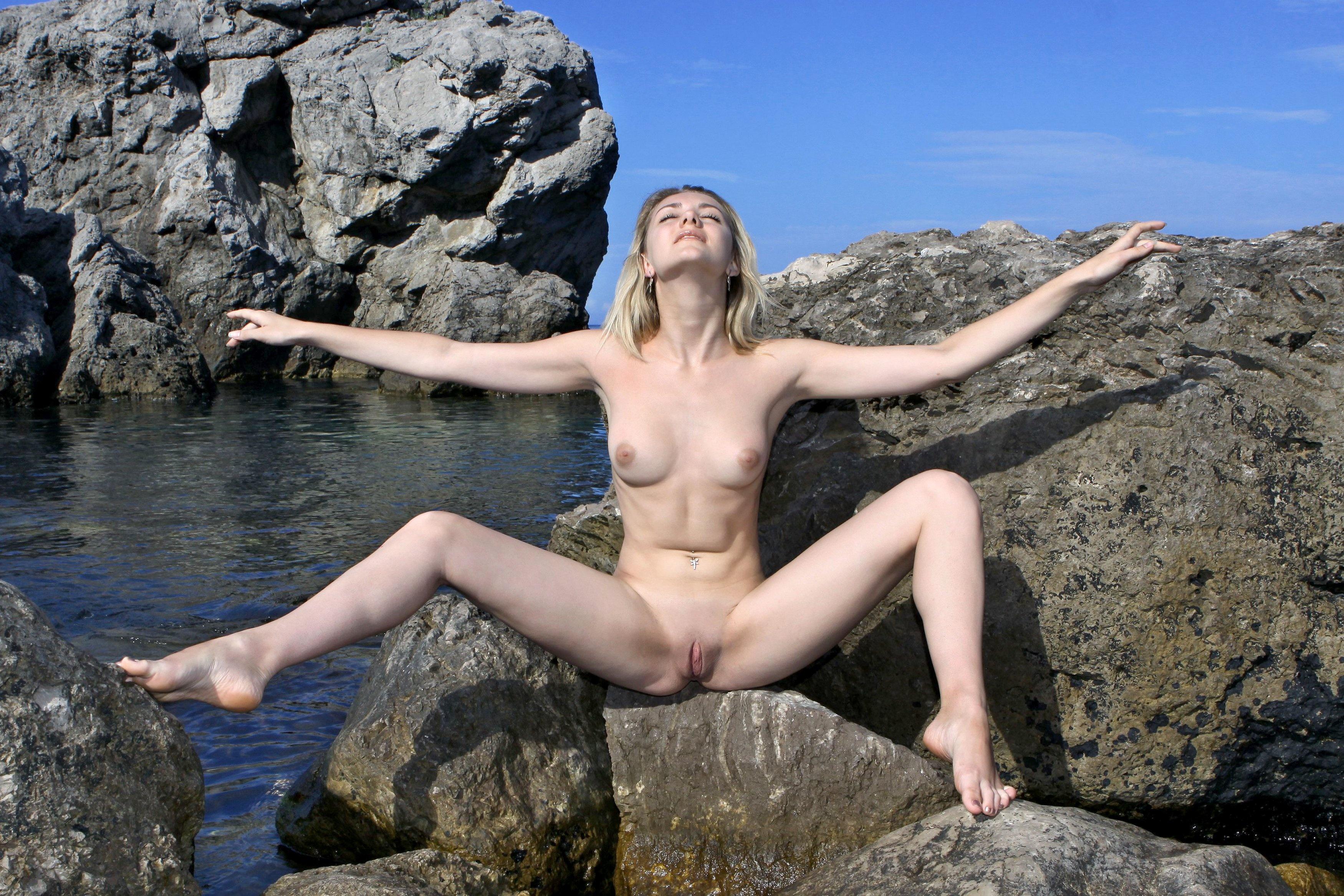 hot skinny blonde nude