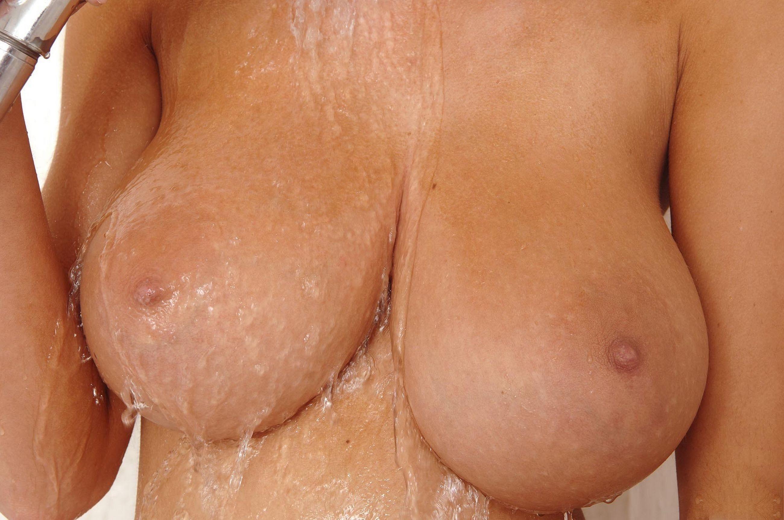 грудь красивая видео смотреть женская размера 3го