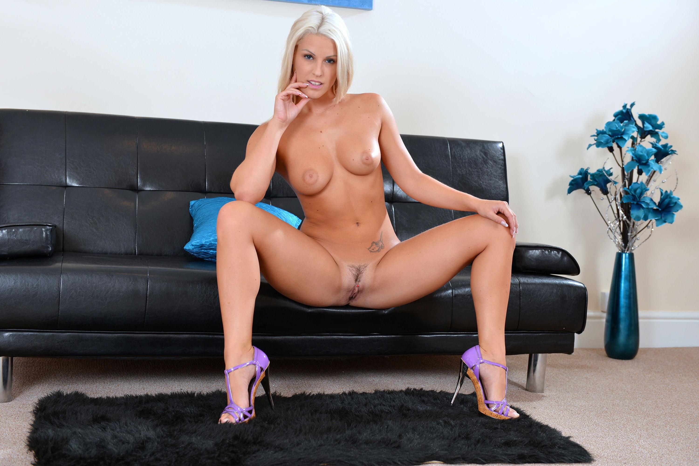 Two beautfiul girls masturbate on web cam - 1 4