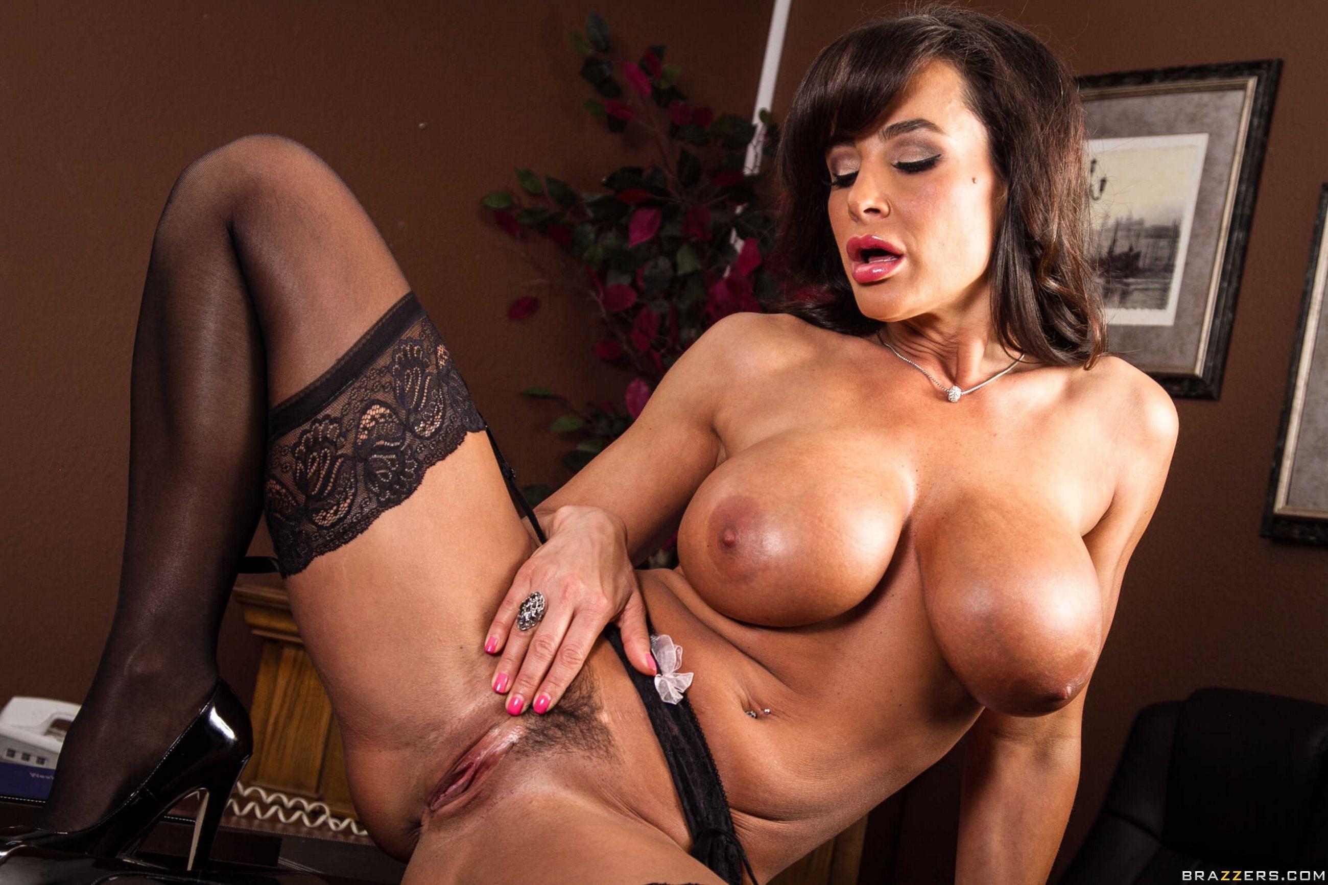 Lisa ann nude tits
